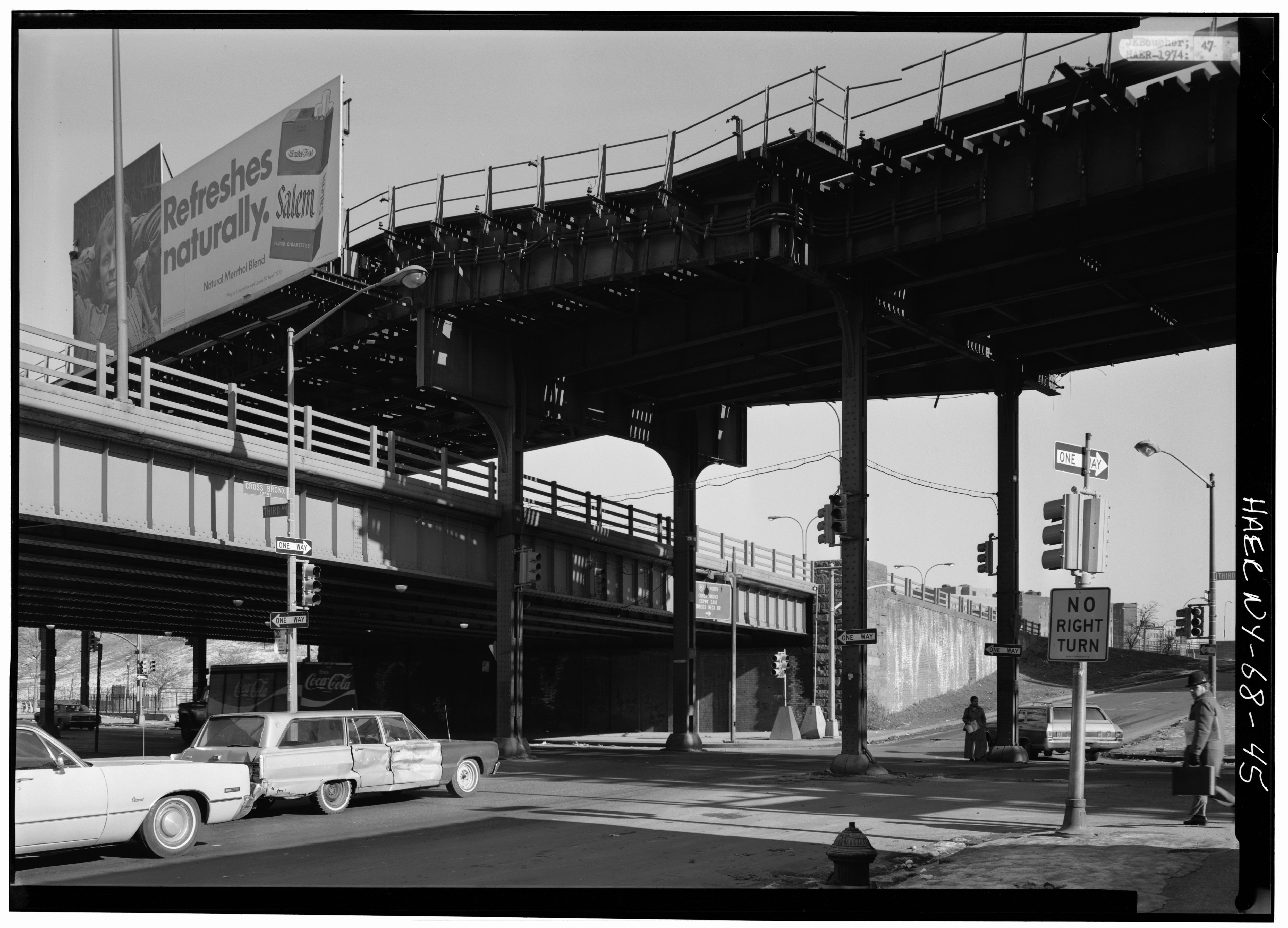 File:Looking northeast at Third Avenue Elevated over Cross Bronx