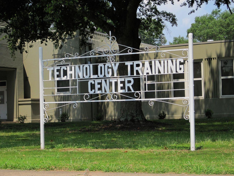 File:MCS Technology Training Center building Memphis TN 2013