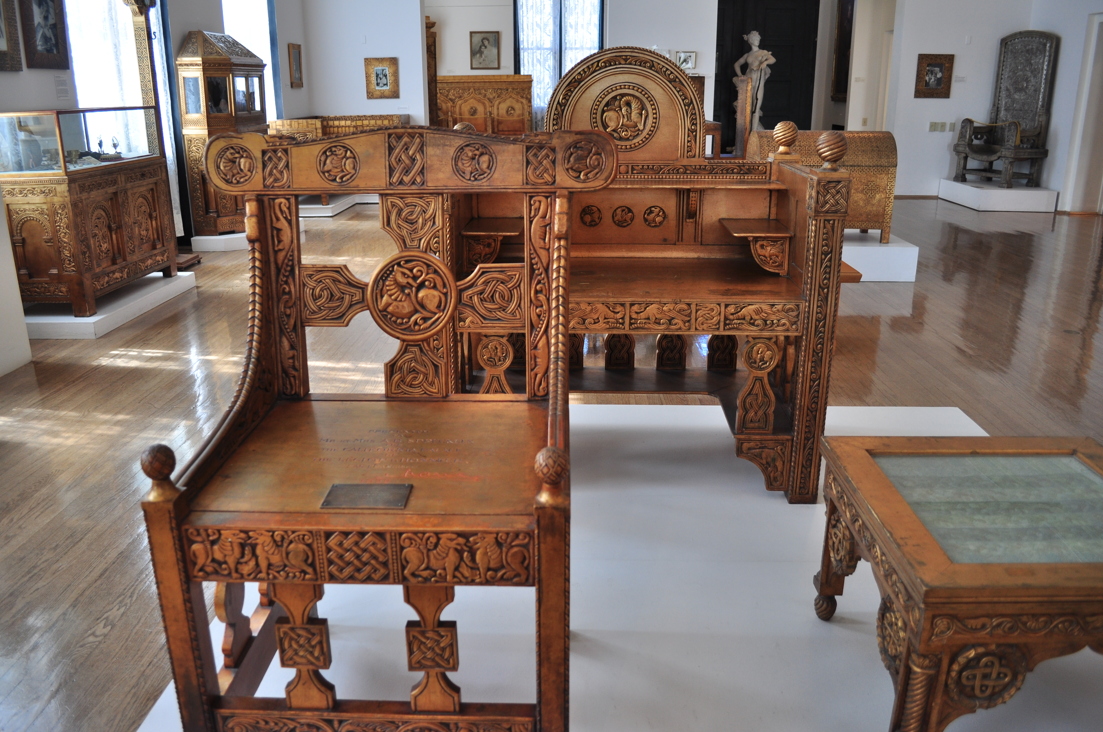 File:Maryhill Museum   Gilded Wood Furniture From Cotroceni Palace 01