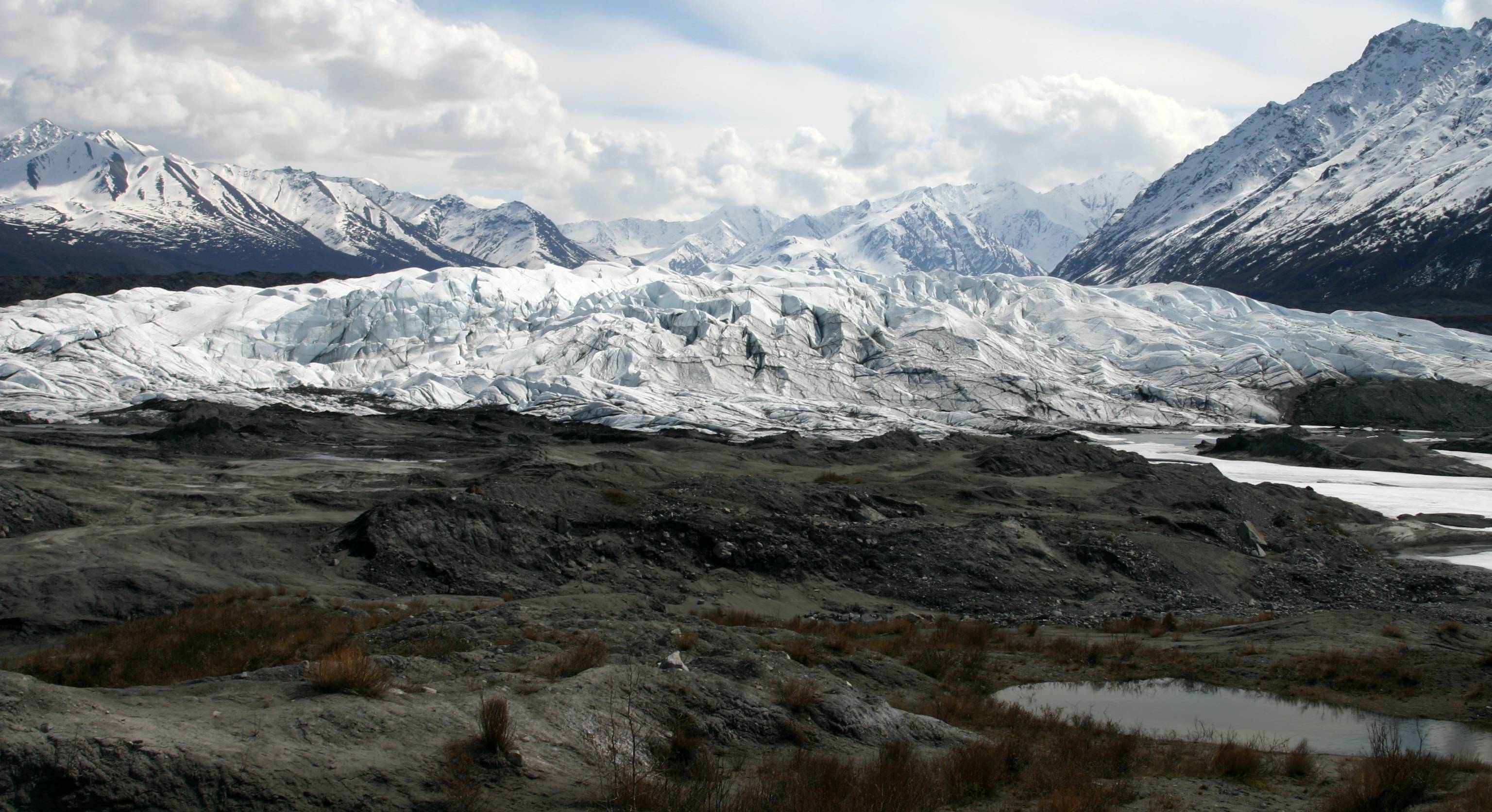 By Frank K. from Anchorage, Alaska, USA (View of the Matanuska Glacier from the parking lot) [CC-BY-2.0 (http://creativecommons.org/licenses/by/2.0)], via Wikimedia Commons