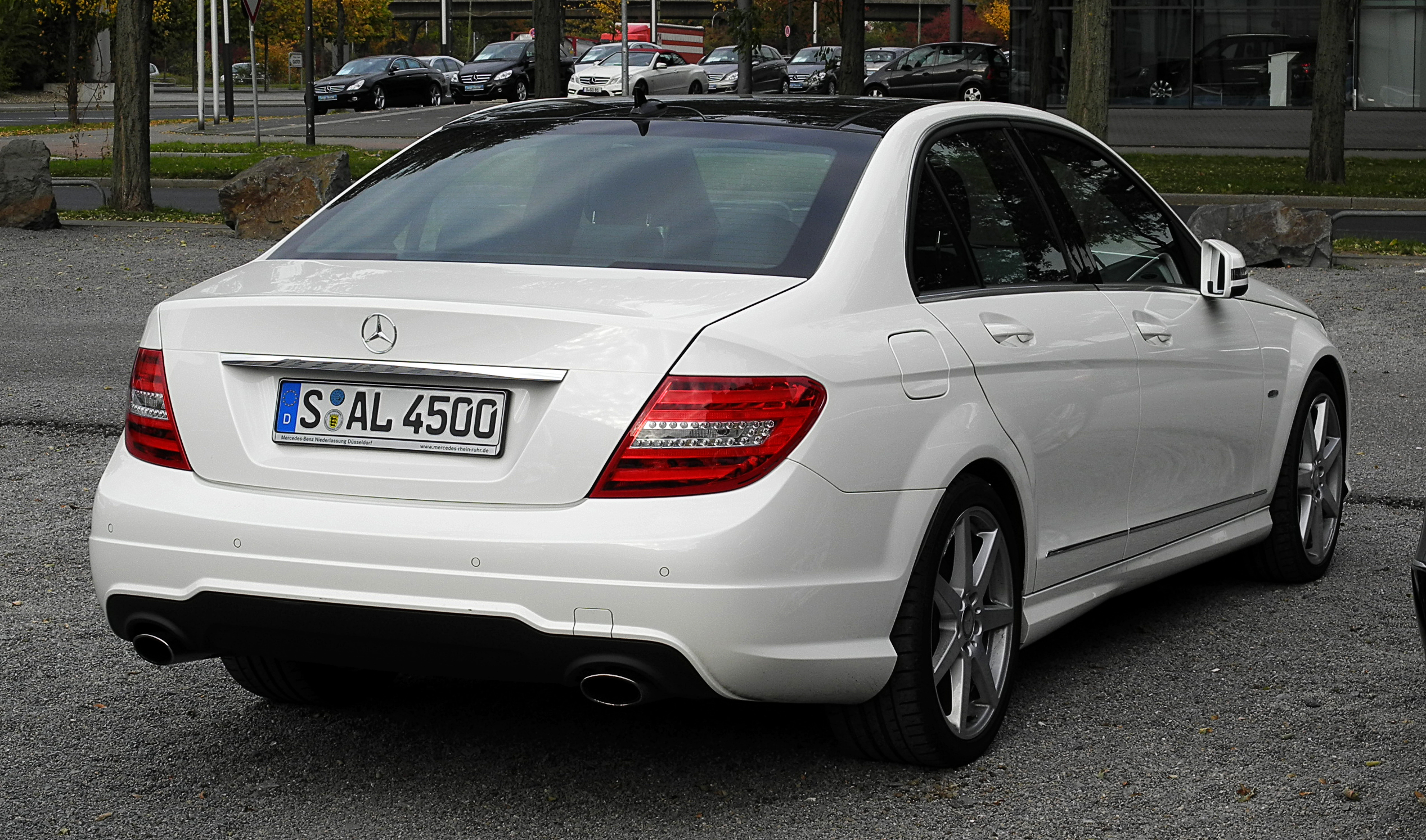 File:Mercedes-Benz C 350 BlueEFFICIENCY Avantgarde Sport