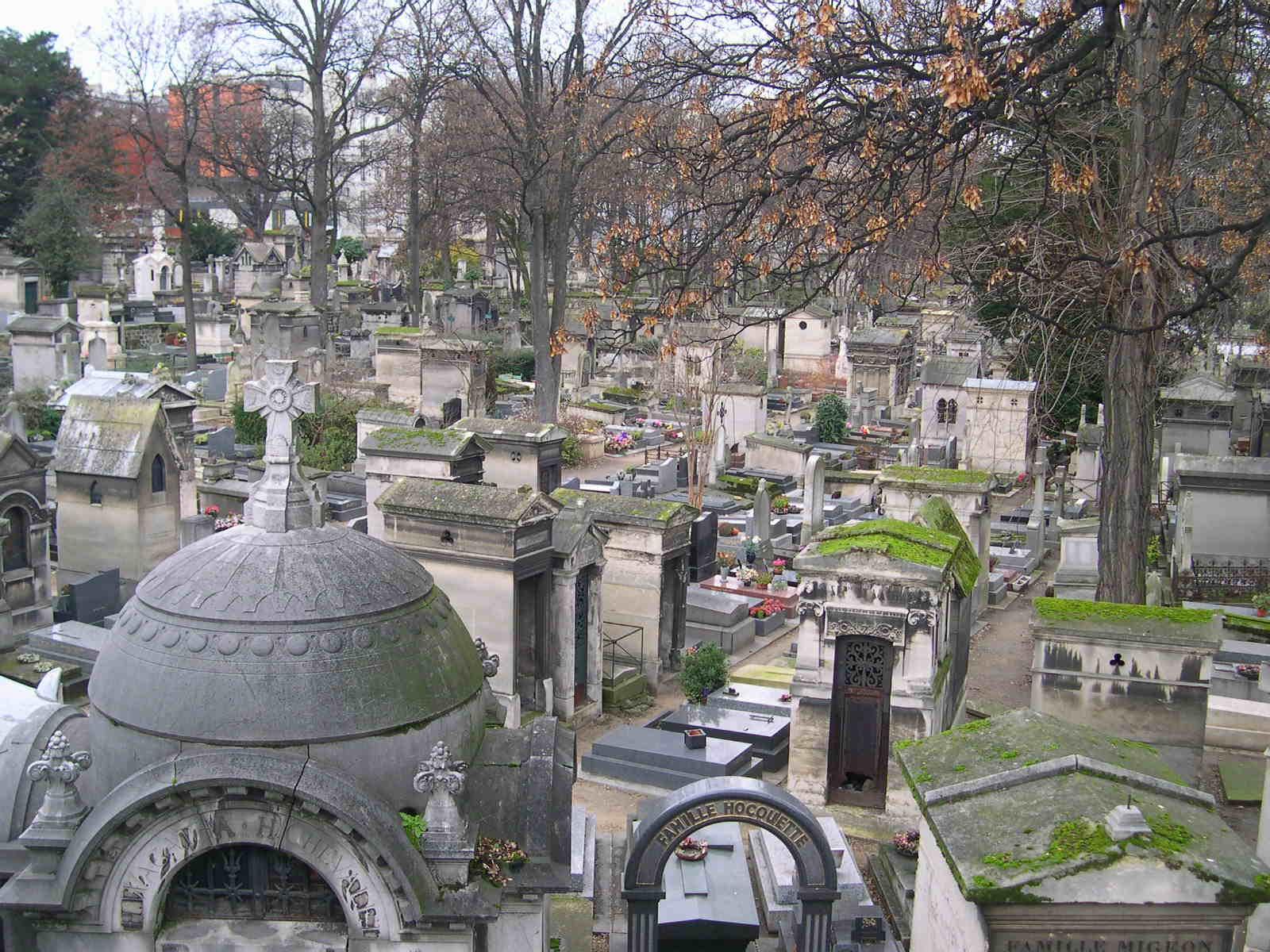 File Monmartre Cemetery Jpg Wikimedia Commons
