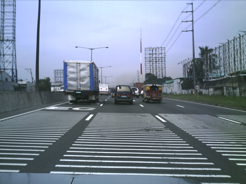 https://upload.wikimedia.org/wikipedia/commons/4/4a/North_Luzon_Expressway_Rumble_Strips.jpg