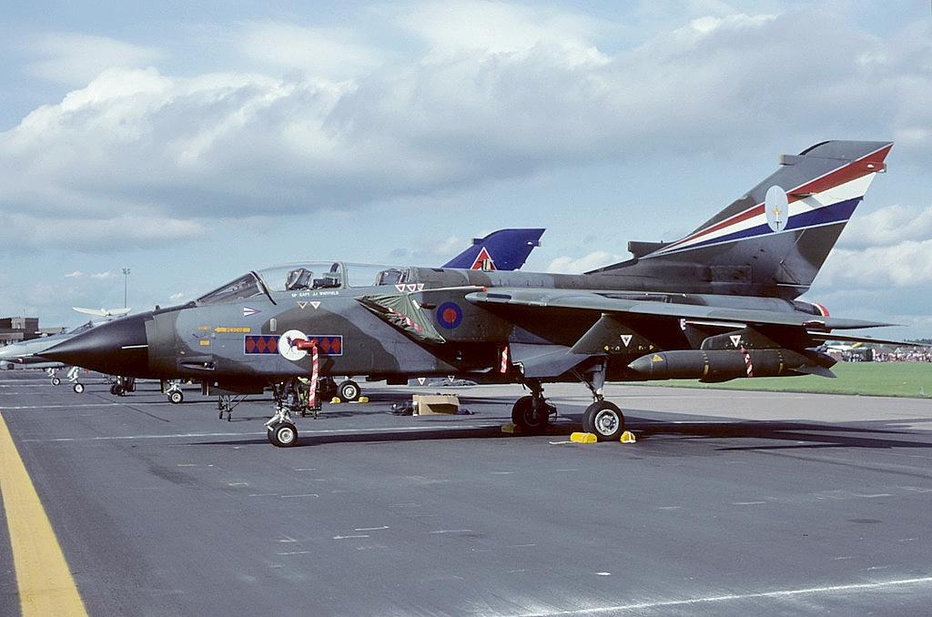 Panavia_Tornado_GR1,_UK_-_Air_Force_AN17