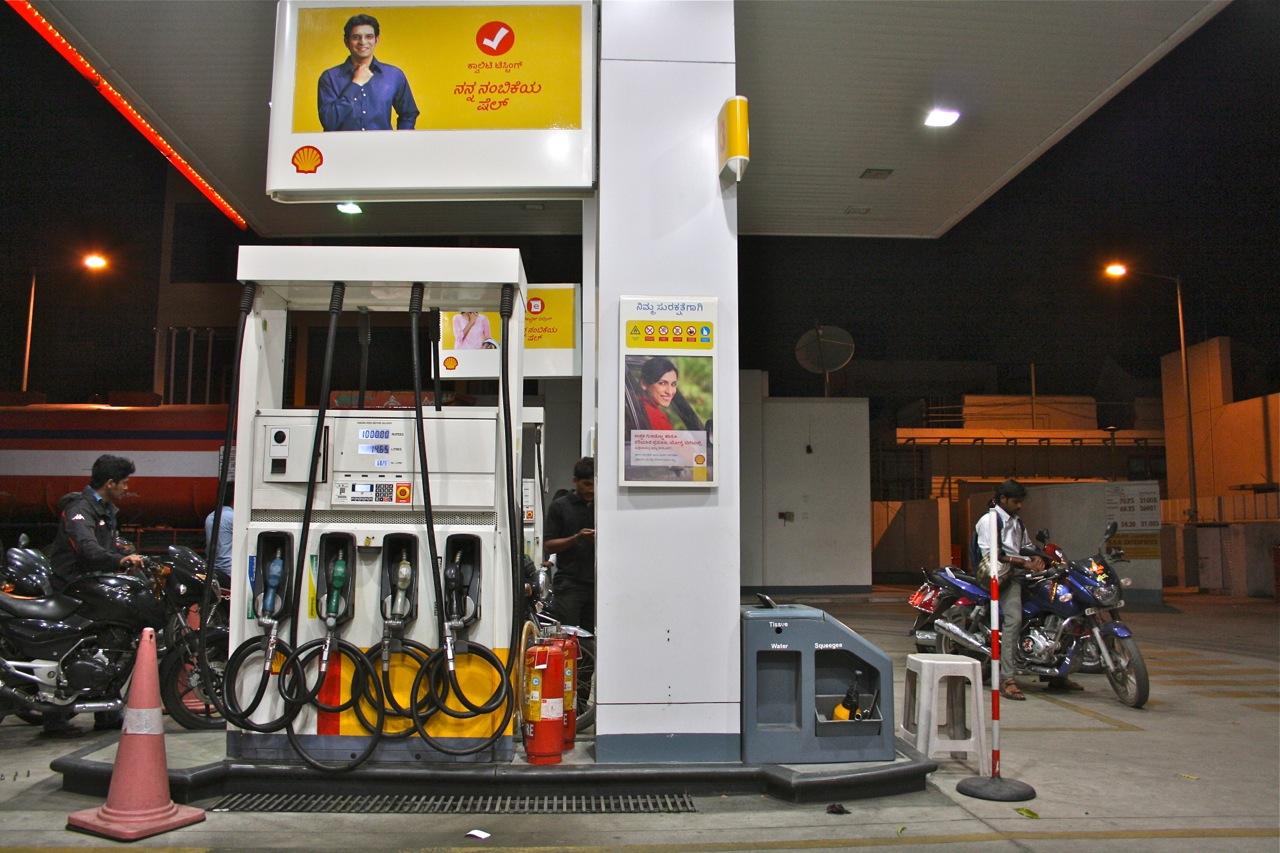 File:Petrol Station.jpg - Wikimedia Commons