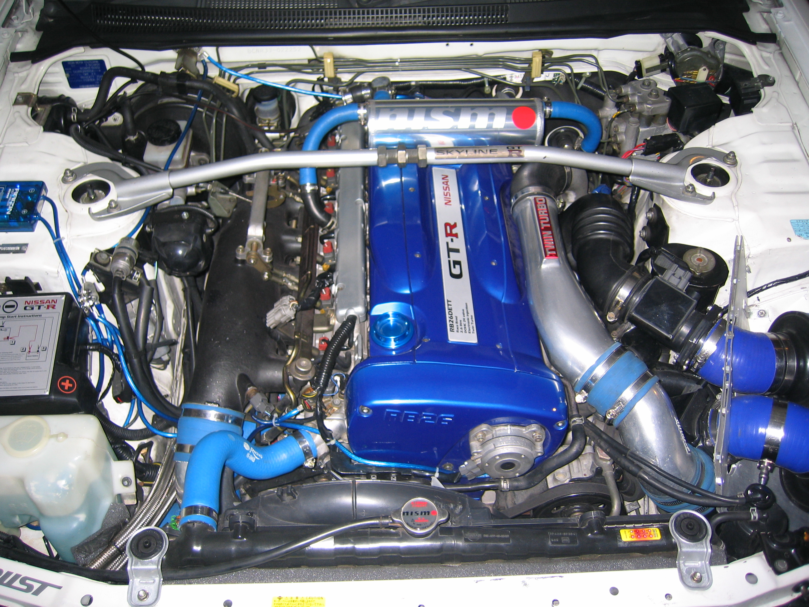 File R33 GTR Engine on v8 s10 engine bay