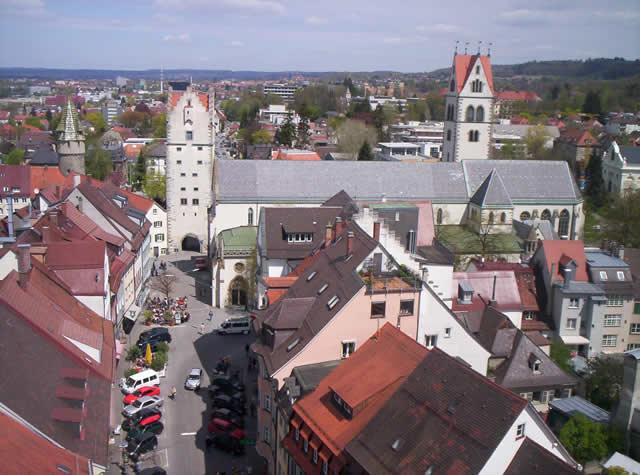 File:Ravensburg Blick vom Blaserturm in die Kirchstraße.jpg