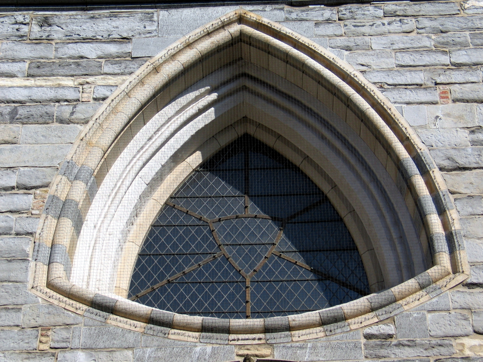 File reuleaux triangle shaped window of onze lieve for Types of window shapes