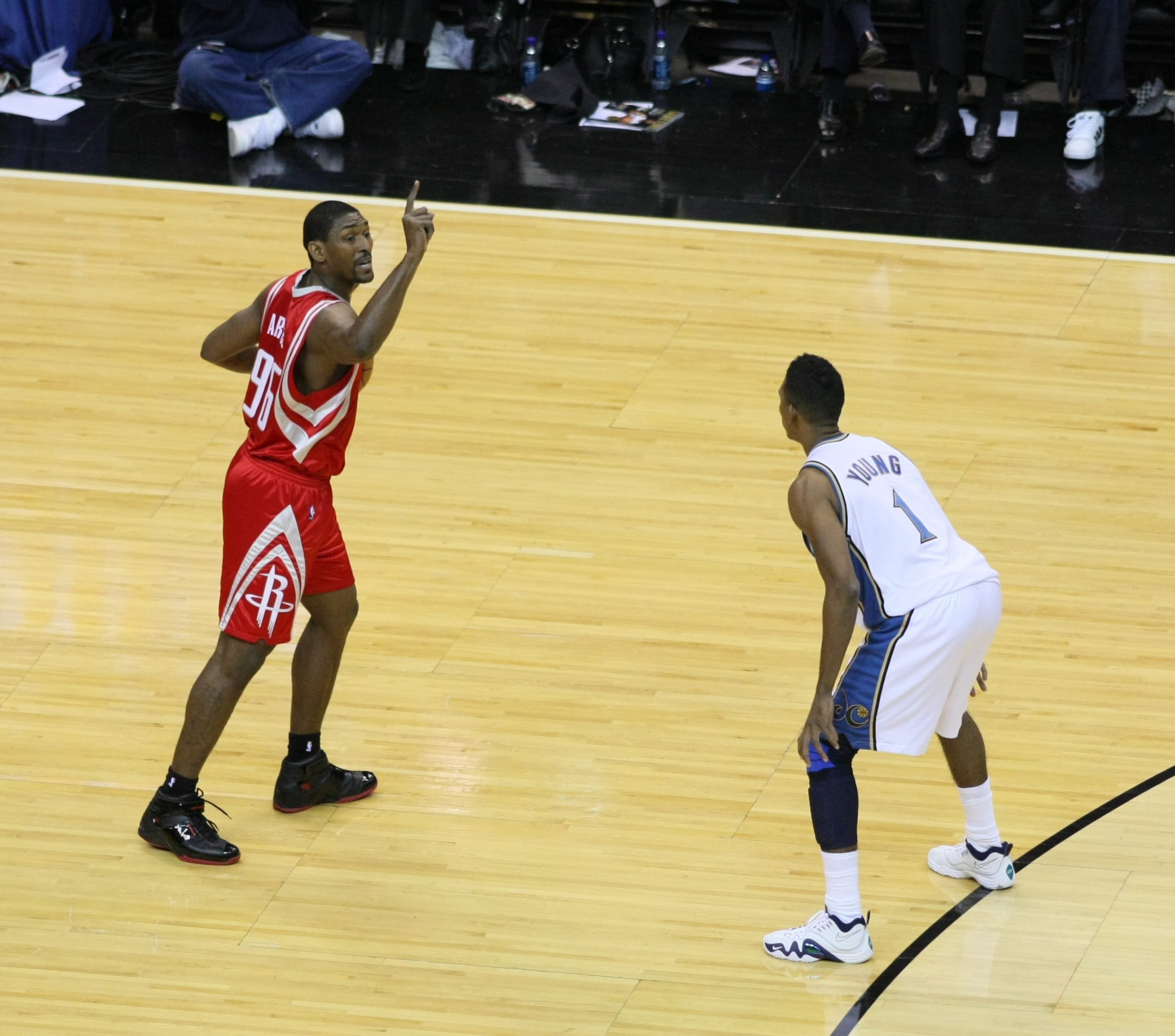 File:Ron Artest Rockets Wizards.jpg - Wikimedia Commons