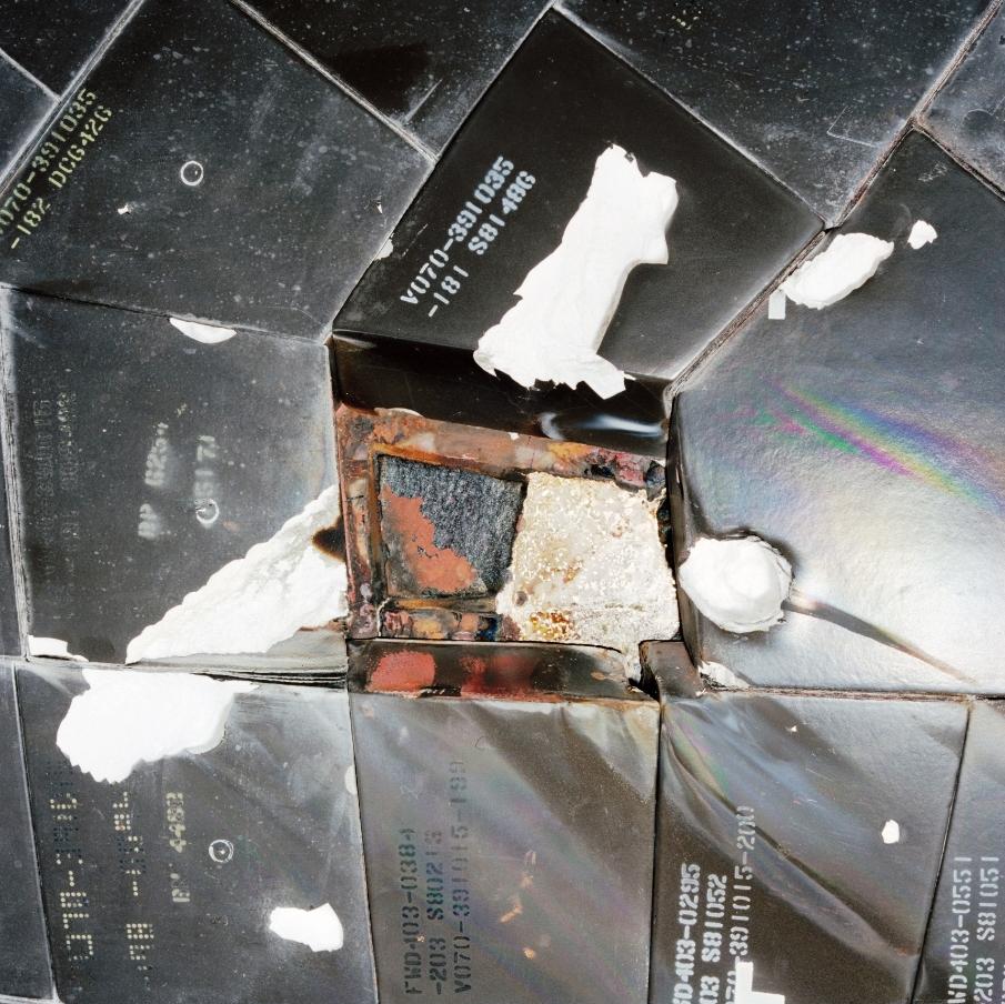 space shuttle atlantis tile damage - photo #15