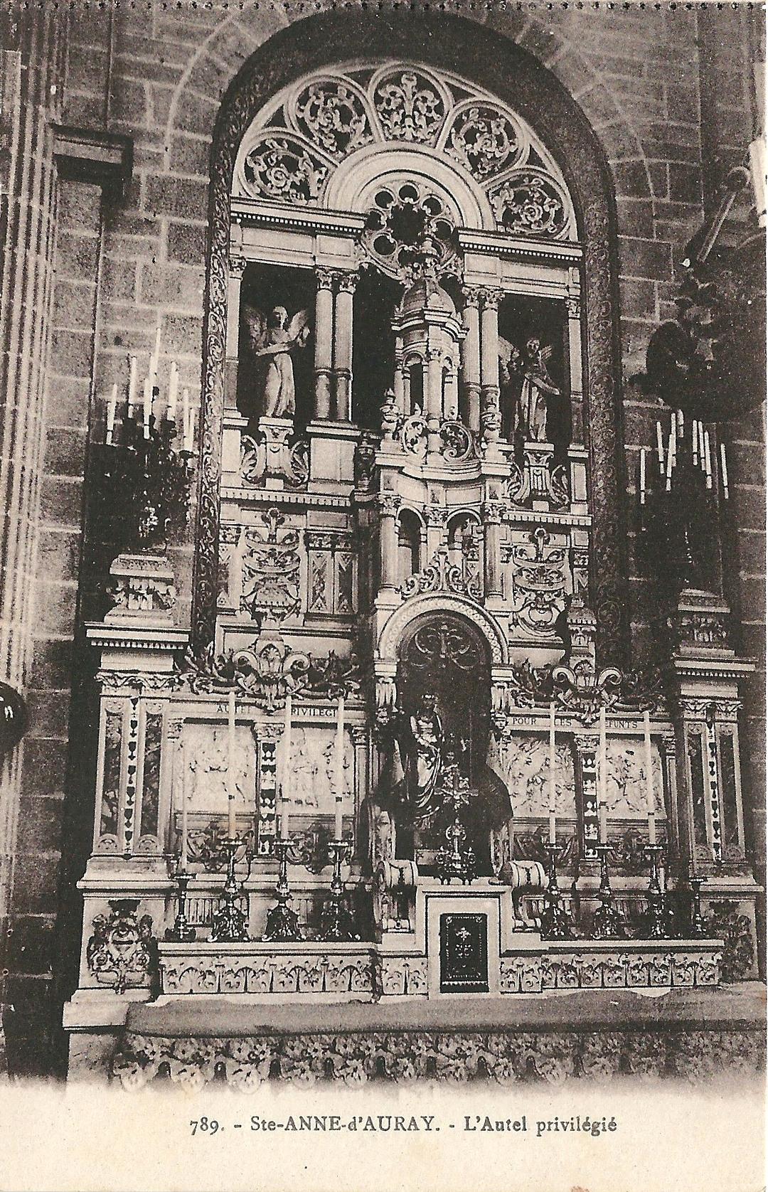 https://upload.wikimedia.org/wikipedia/commons/4/4a/Sainte-Anne-d%27Auray-FR-56-vers_1930-la_basilique-int%C3%A9rieur-2.jpg