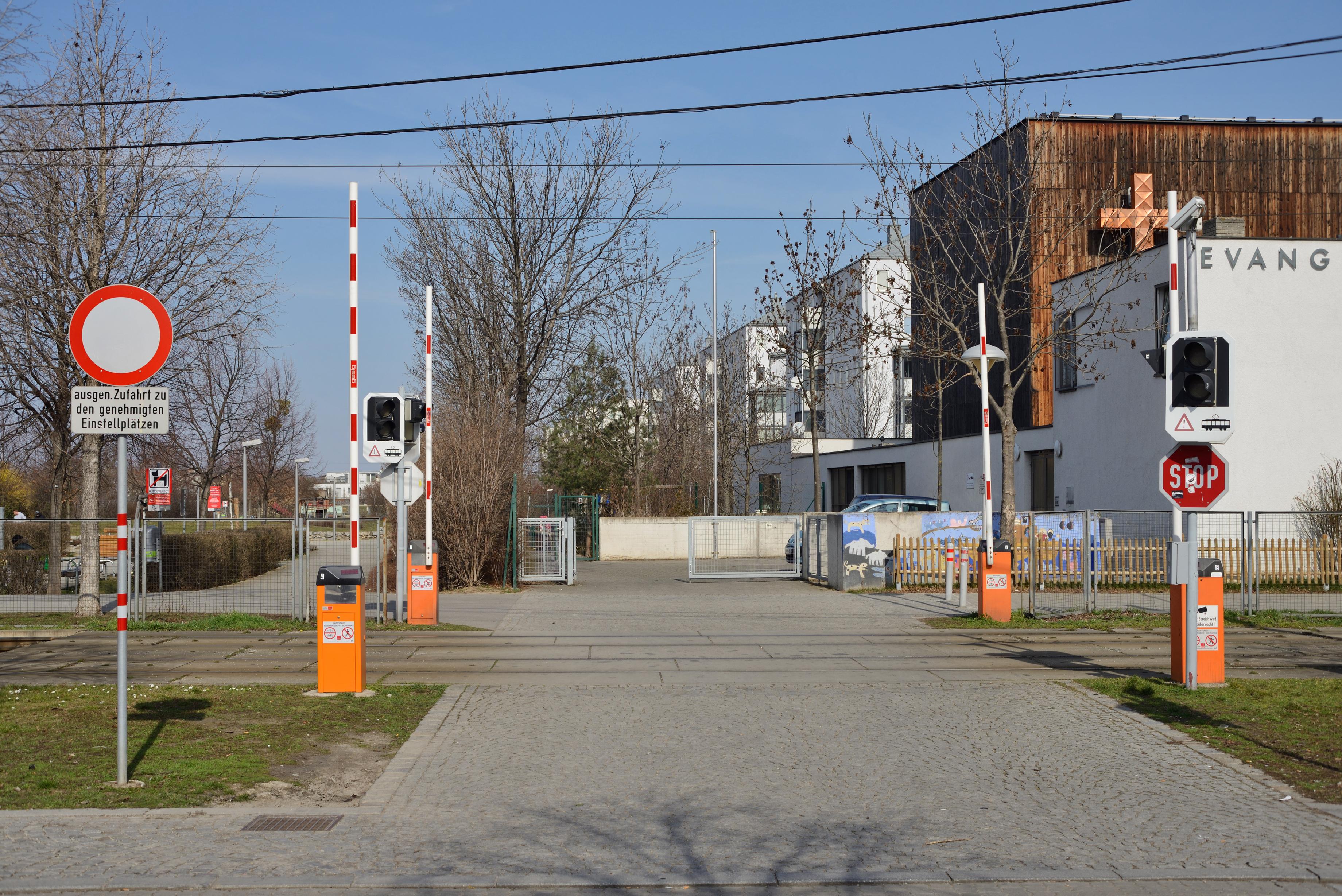 File Svetelskystrasse Schrankenanlage Jpg Wikimedia Commons