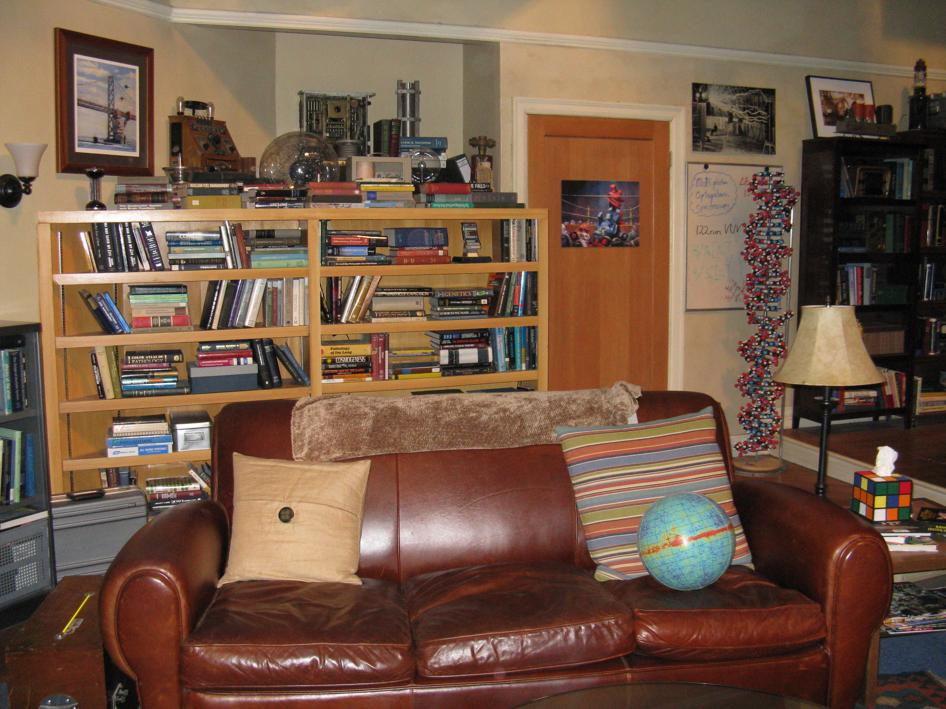 File the big bang theory apartment 4a 6163445913 jpg for Decoracion piso big bang theory