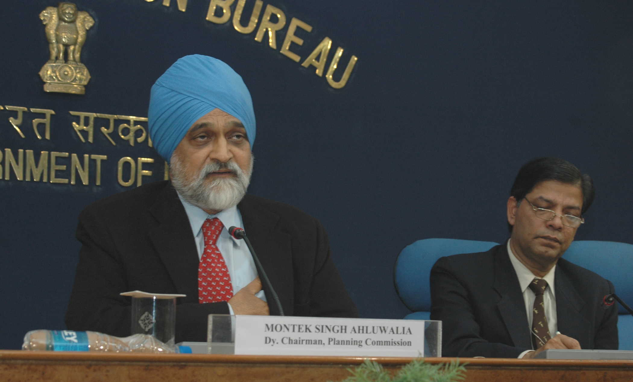Commission, Dr. Montek Singh Ahluwalia briefing the press on Economic Stimulus Package, in New Delhi on January 02, 2009 (1).jpg English: The Deputy Chairman