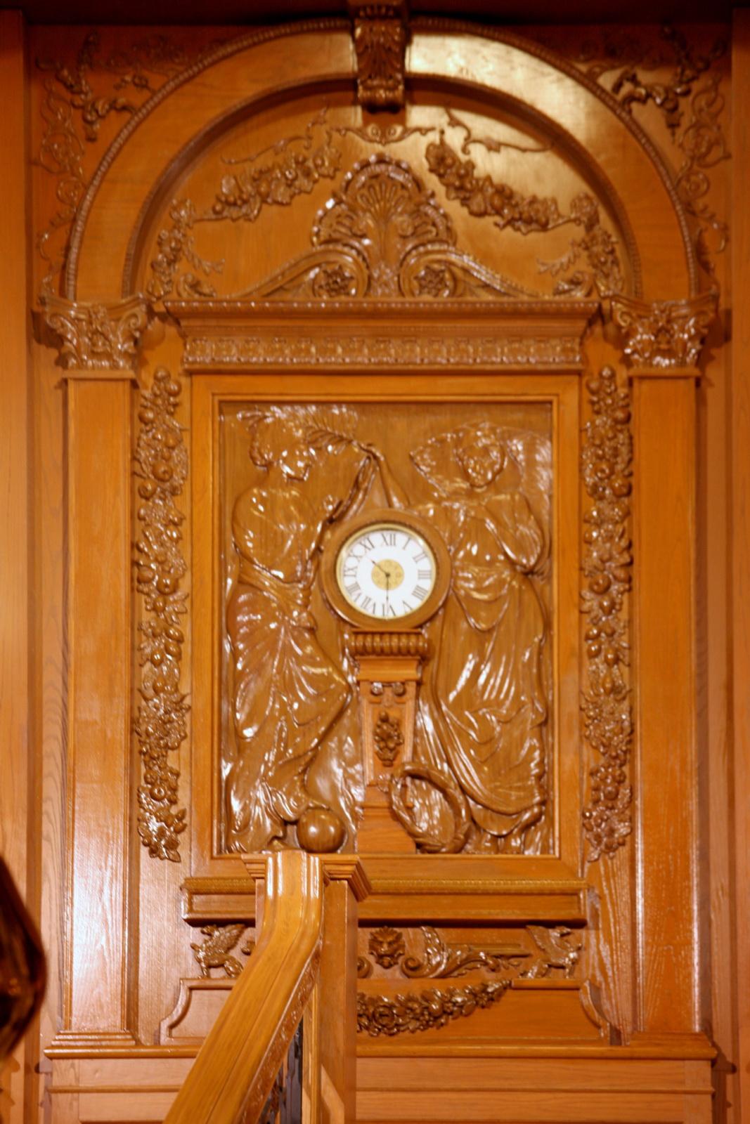 File Titanic S Clock Jpg Wikimedia Commons