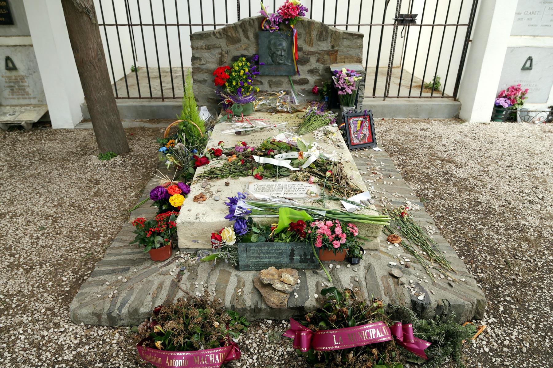 Tumba de Antonio Machado y su madre, Ana Ruiz, en el cementerio de Colliure (Francia)