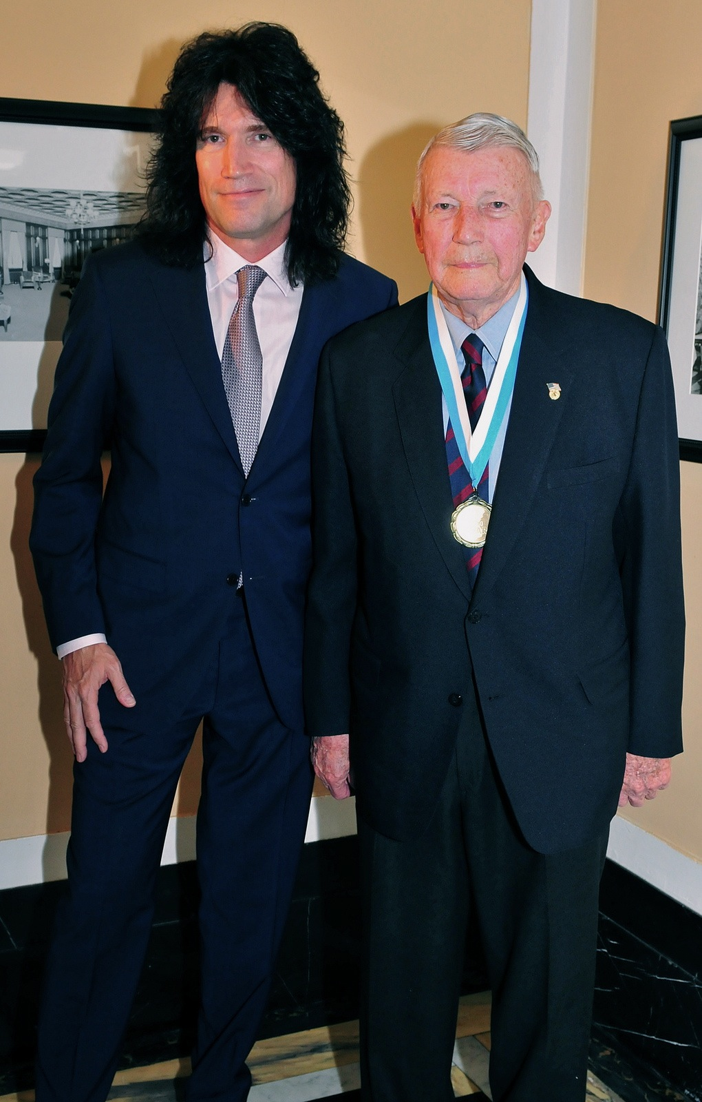 File:Tommy Thayer and his father James B. Thayer, 2013.jpg ...