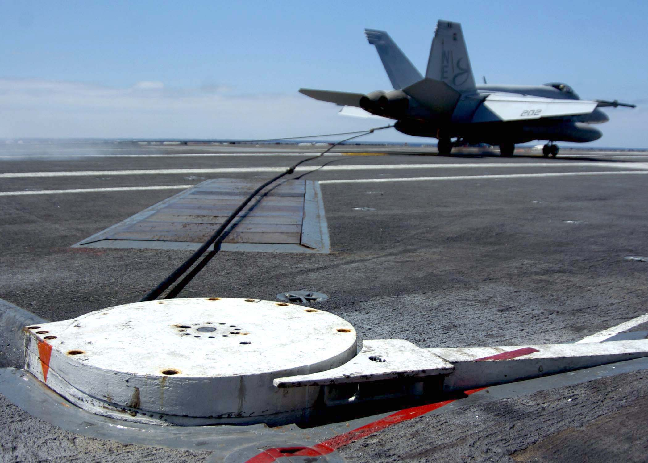 US_Navy_050913-N-5384B-337_An_F-A-18_Hornet_catches_the_arresting_gear_wire_on_the_flight_deck_aboard_the_Nimitz-class_Carrier_USS_Abraham_Lincoln_%28CVN_72%29.jpg