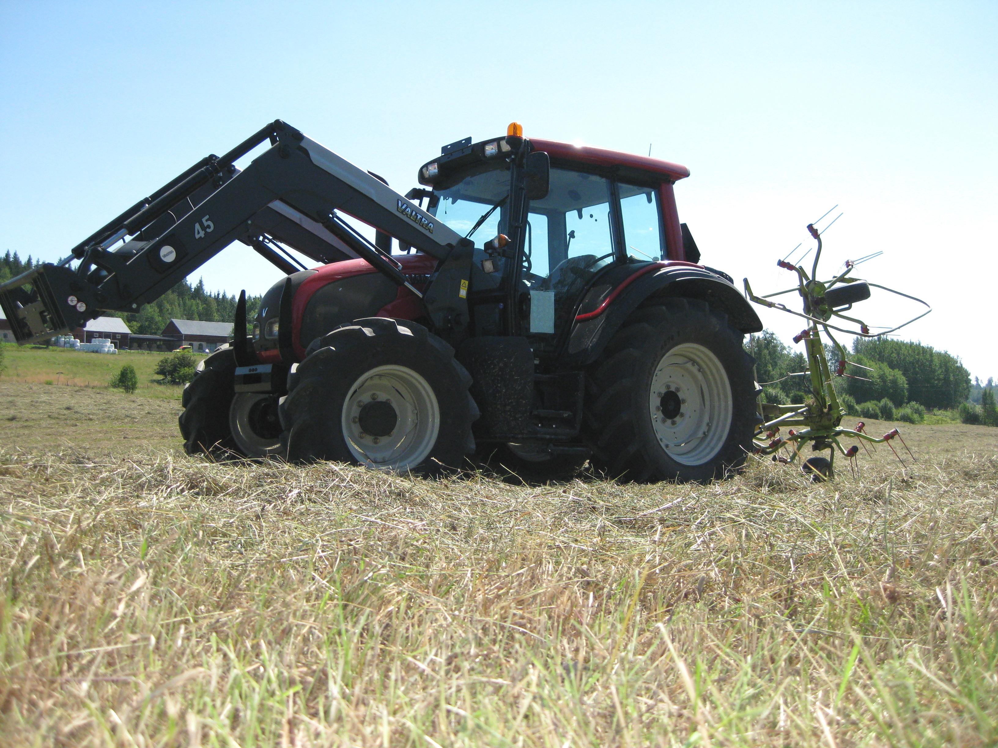 file valtra n92 tractor with valtra 45 front end loader jpg