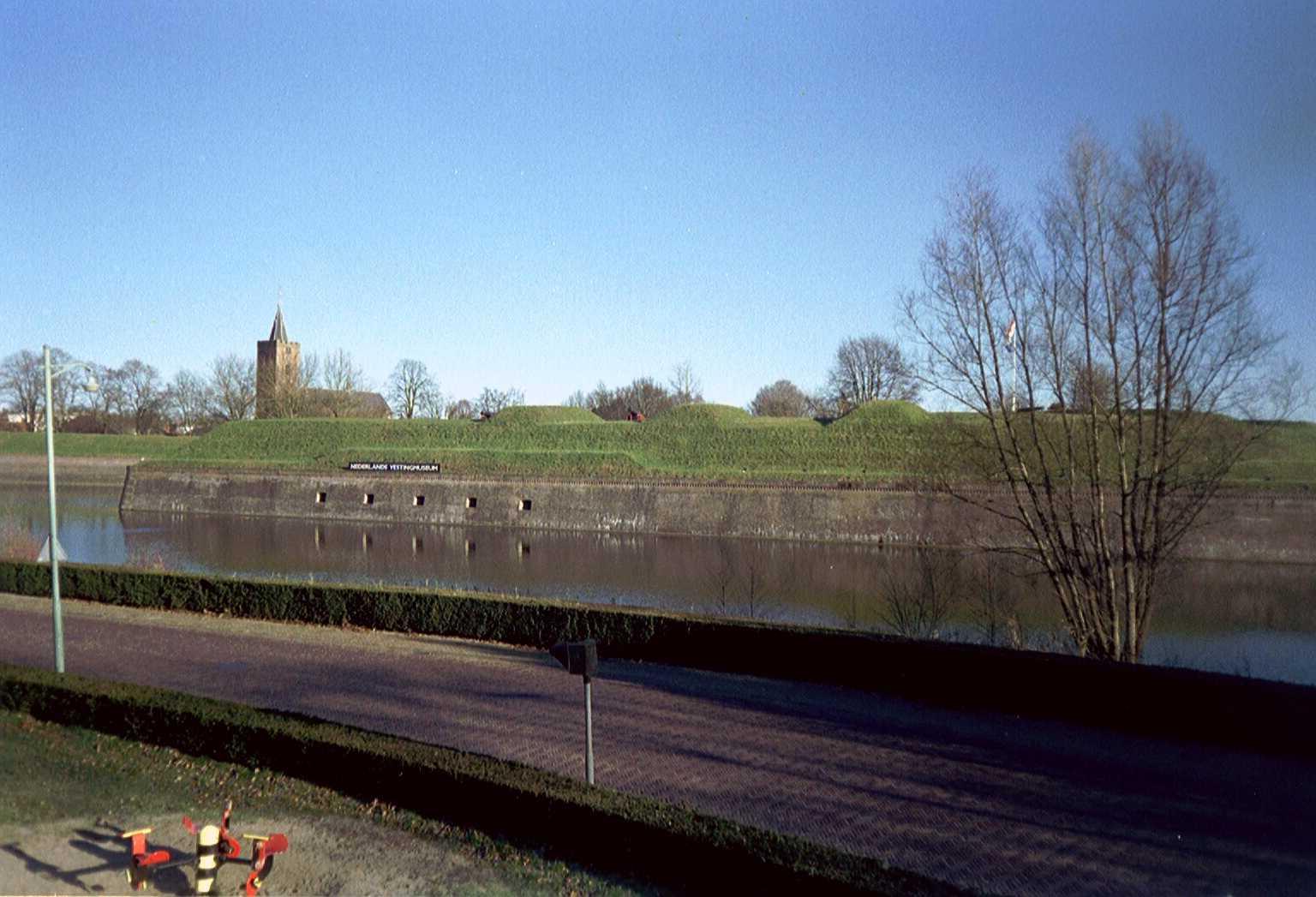 File:Wallen Naarden-Vesting2.jpg - Wikimedia Commons: commons.wikimedia.org/wiki/file:wallen_naarden-vesting2.jpg