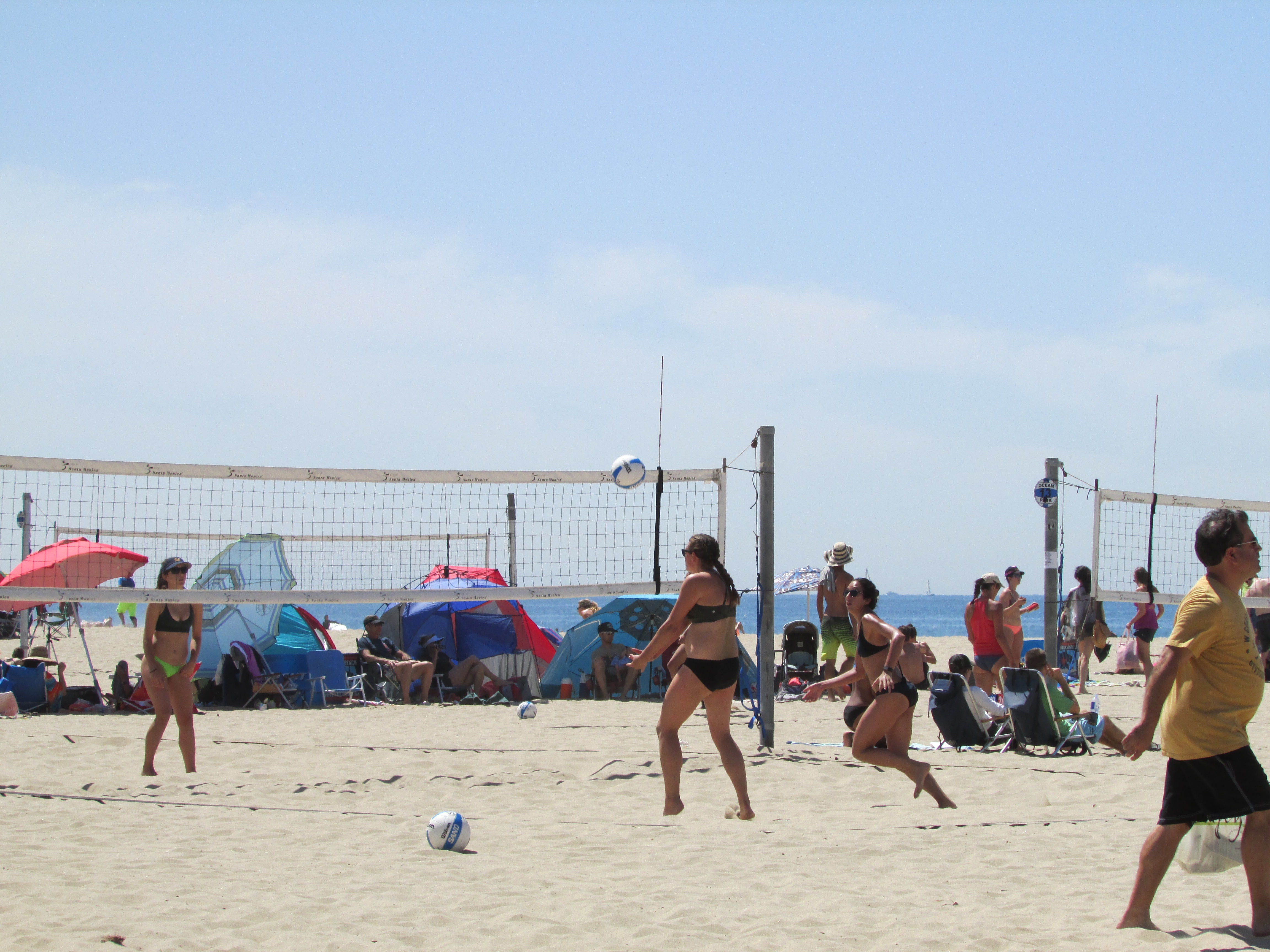 File Women S Volleyball On Santa Monica Beach Los Angeles California
