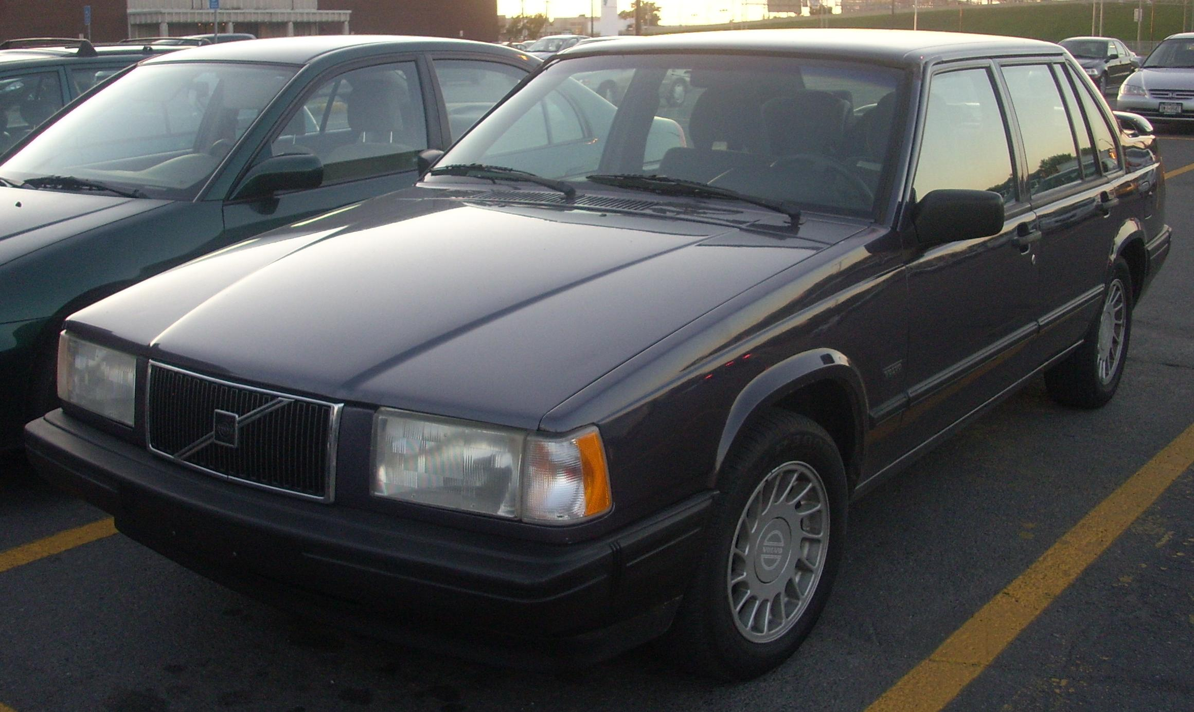 File:'92-'93 Volvo 940 Sedan.JPG - Wikimedia Commons