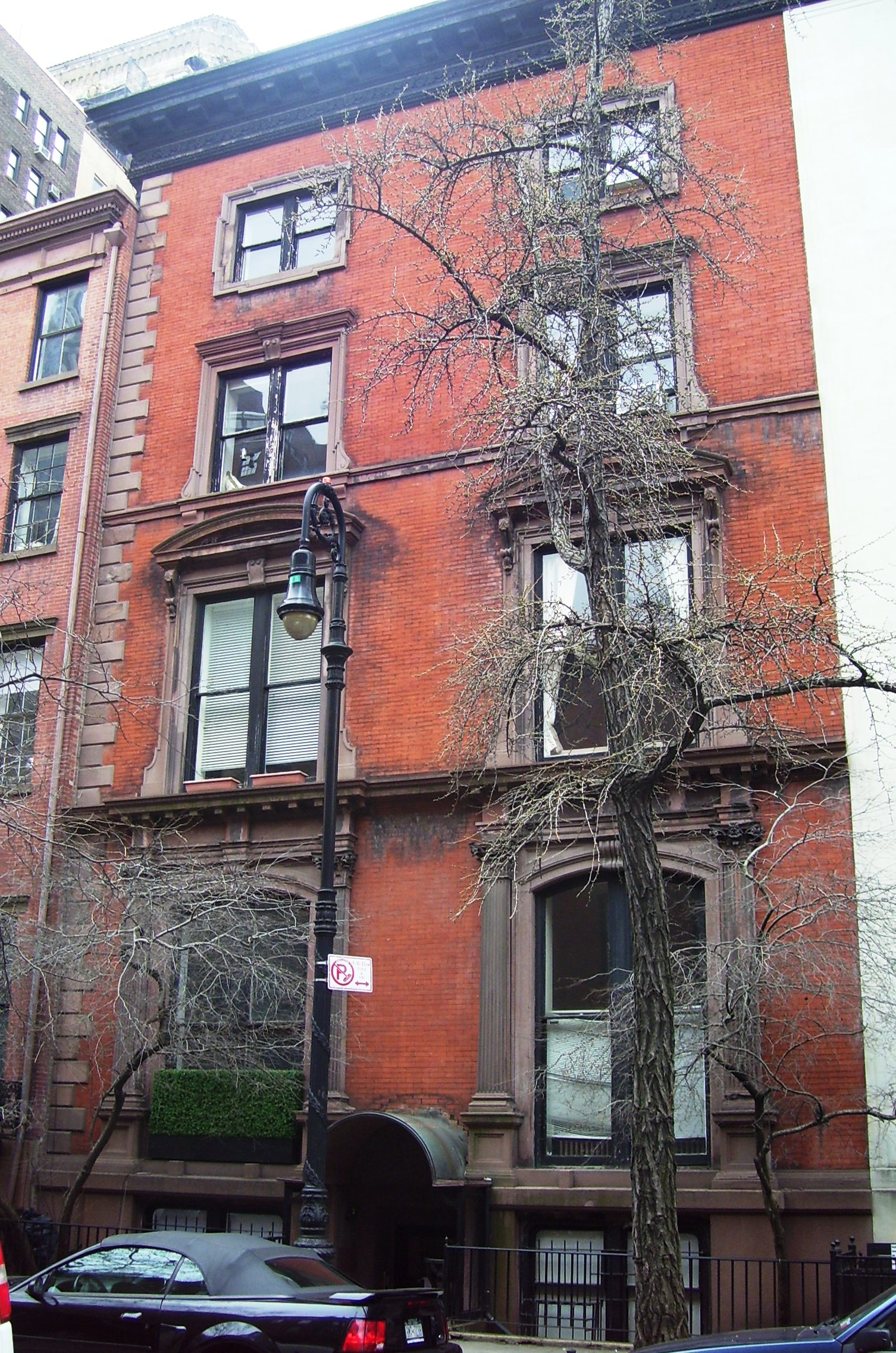 14 West 10th Street house is widely considered among the most haunted places in New York