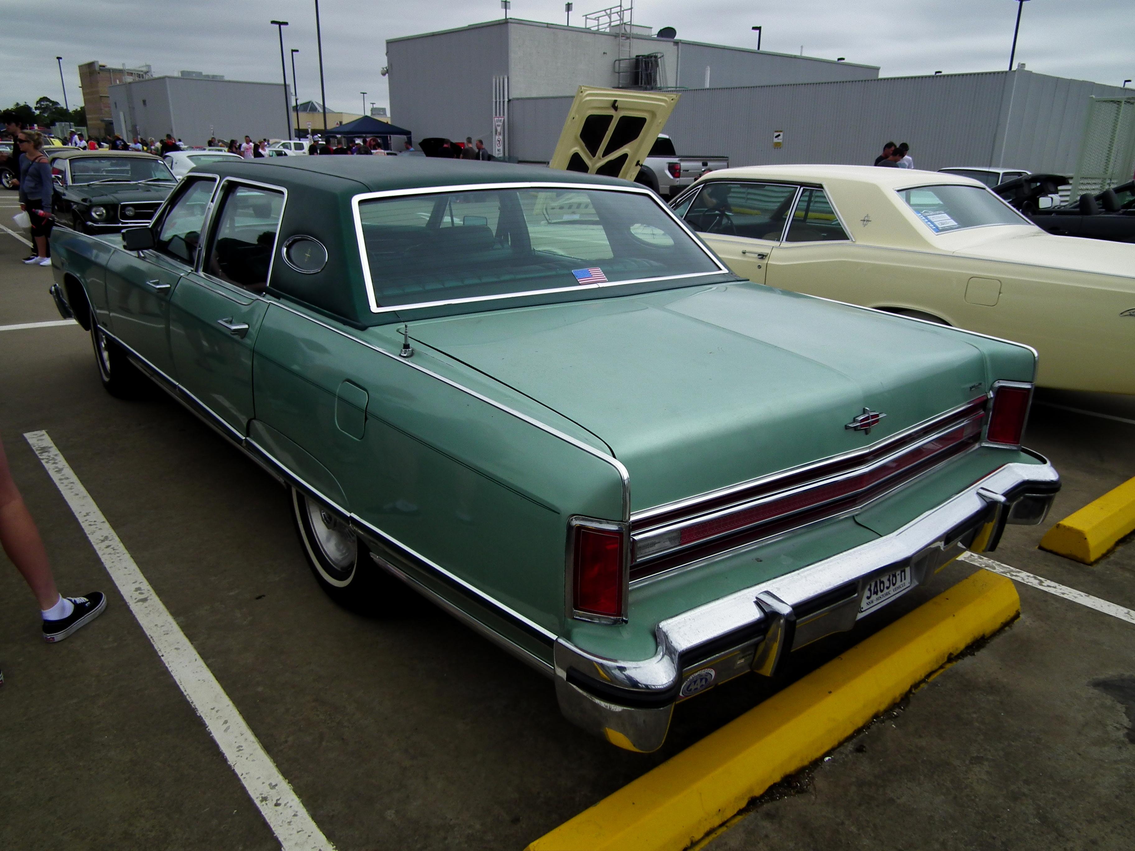 File 1977 Lincoln Continental Town Car Sedan 8453062686 Jpg
