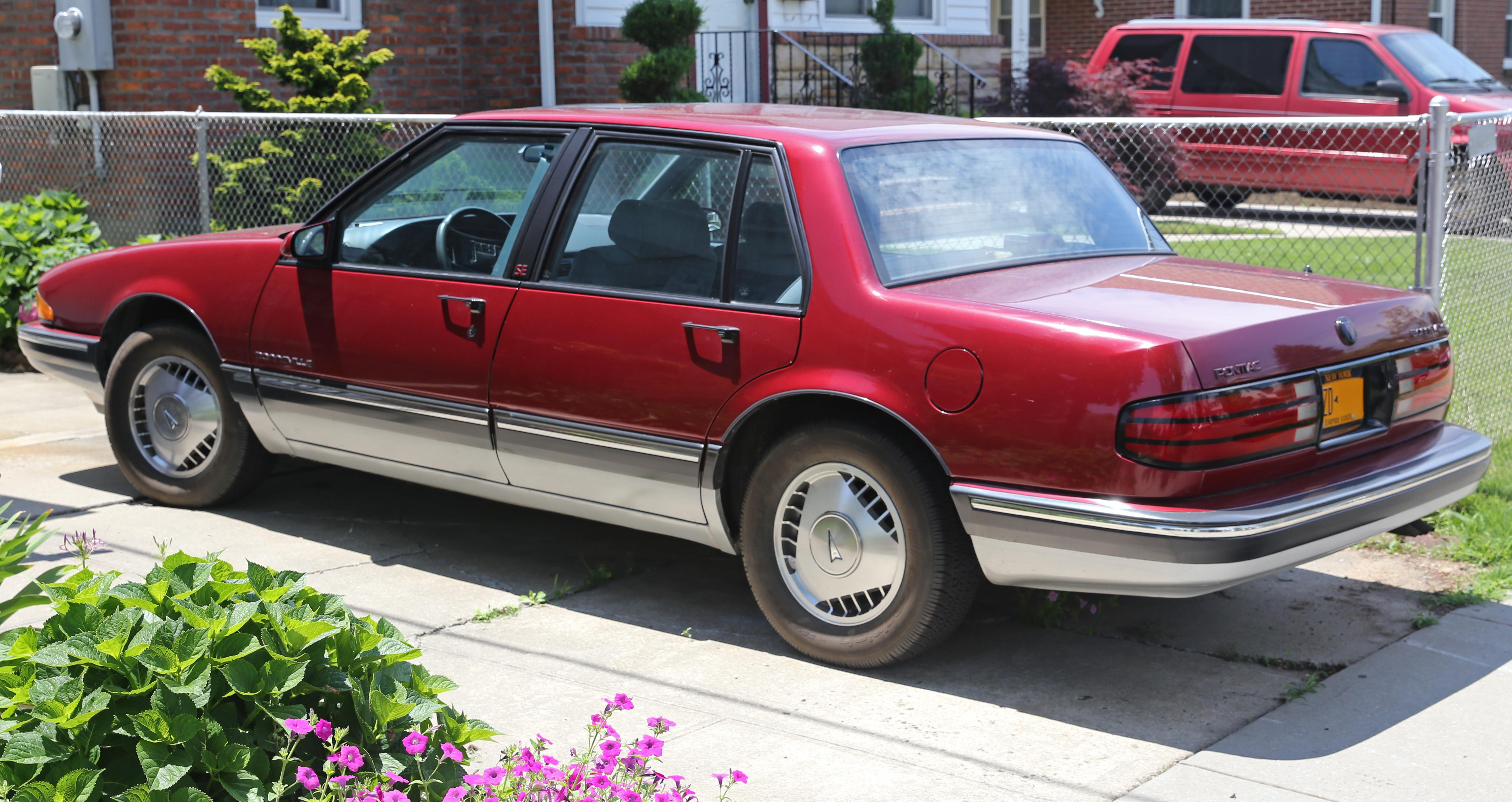 File 1987 Pontiac Bonneville Se Rear Left Jpg Wikimedia