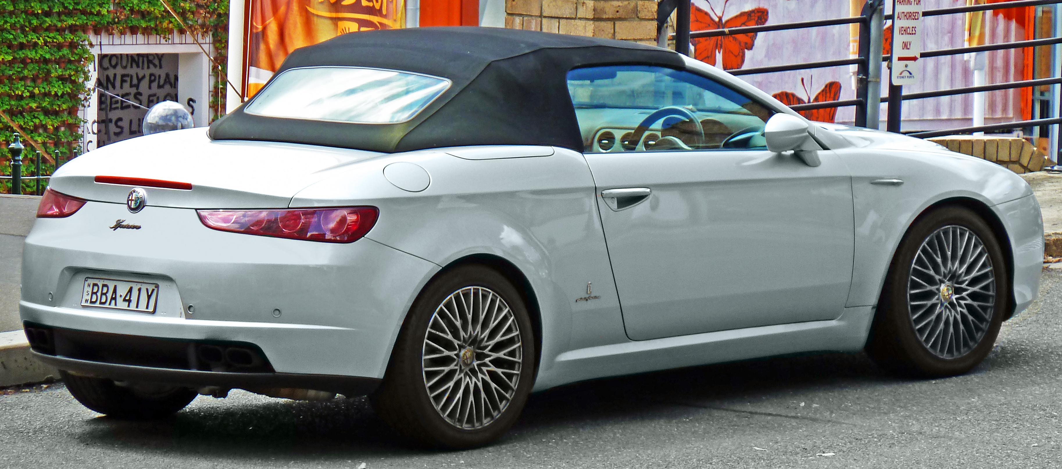 File:2006-2011 Alfa Romeo Spider JTS V6 convertible (2011 ...