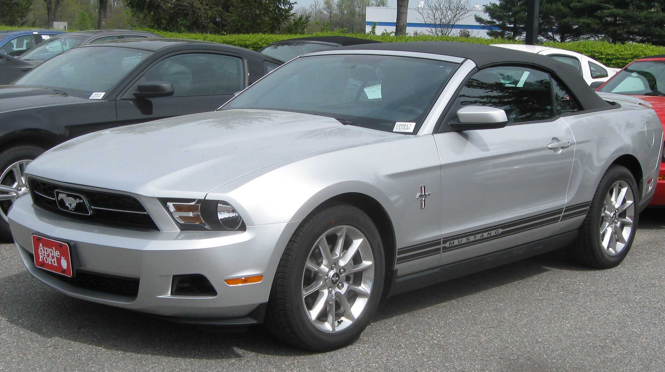 file 2010 ford mustang convertible wikipedia. Black Bedroom Furniture Sets. Home Design Ideas