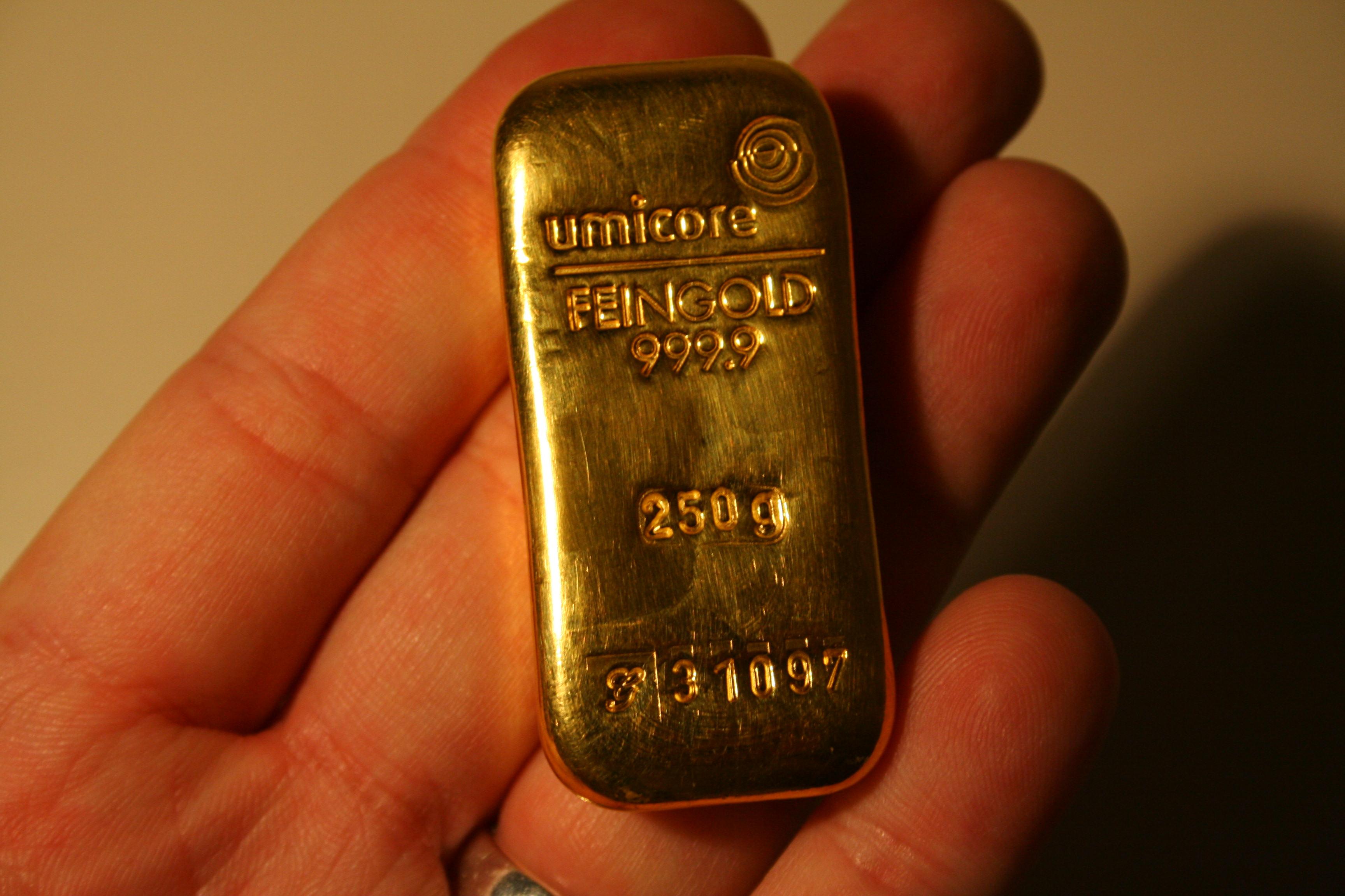 Gold 250 Gramm Barren (999 / 24kt.) <br>Quelle und copyright:Wikipedia 2011