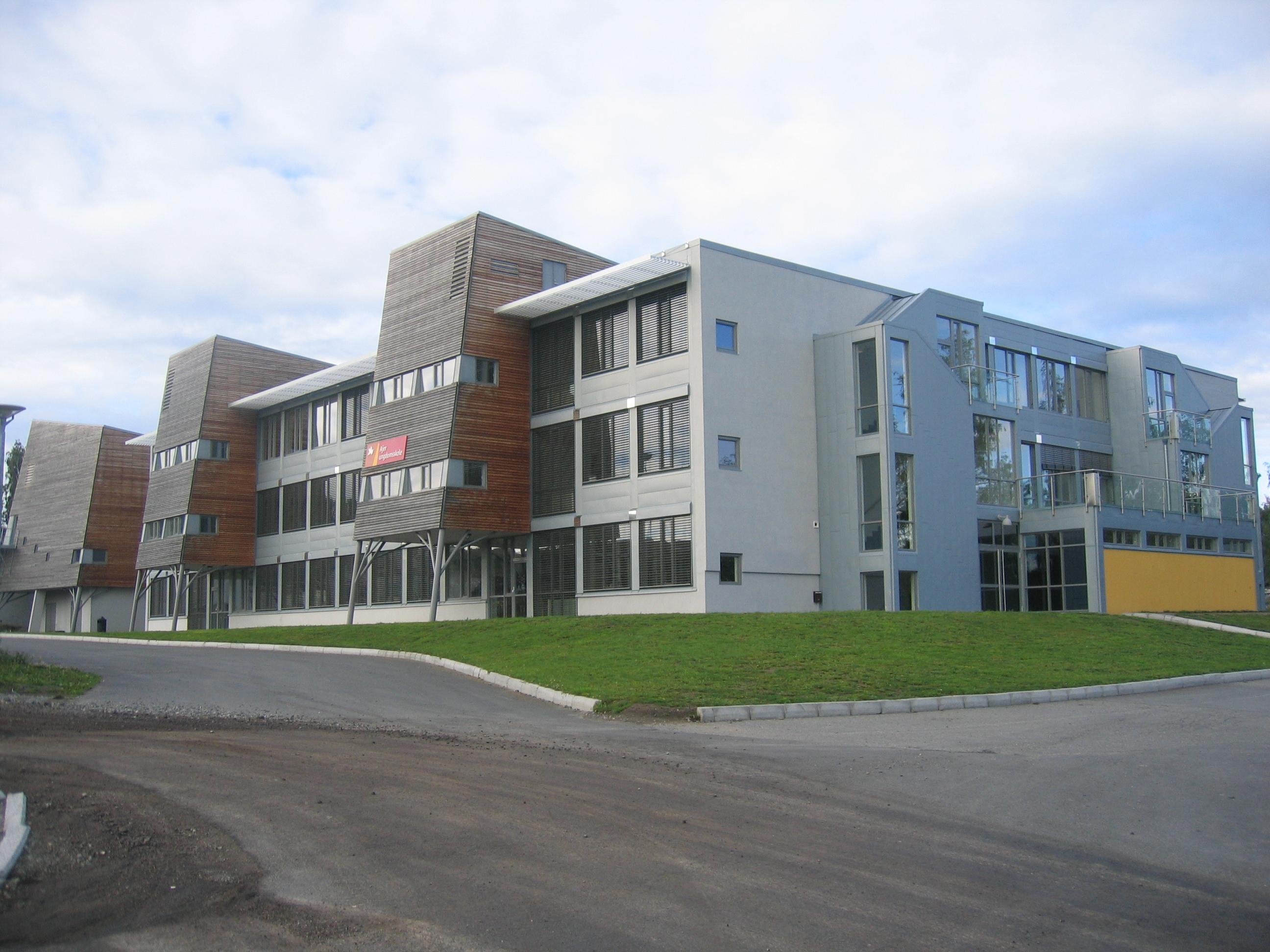 3c348d79 Ajer ungdomsskole – Wikipedia