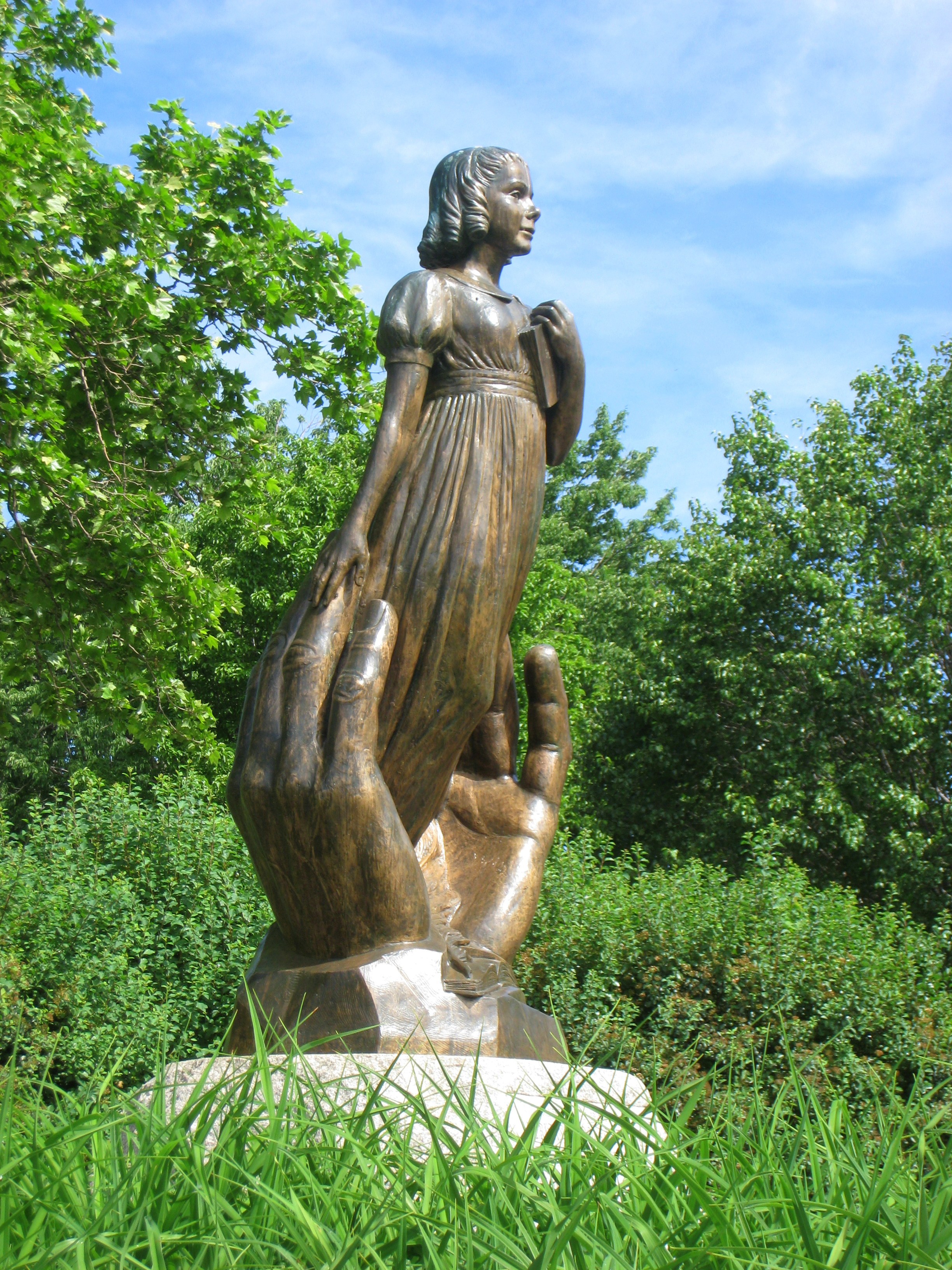 The Hartford At Work >> File:Alice Cogswell statue - Hartford, CT - 1.jpg - Wikipedia
