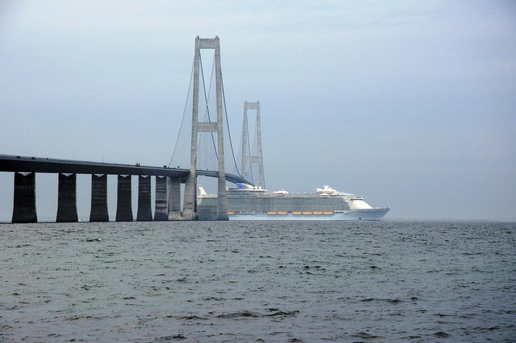 http://upload.wikimedia.org/wikipedia/commons/4/4b/Allure_of_the_Seas_under_the_Storebaelts_bridge.jpg