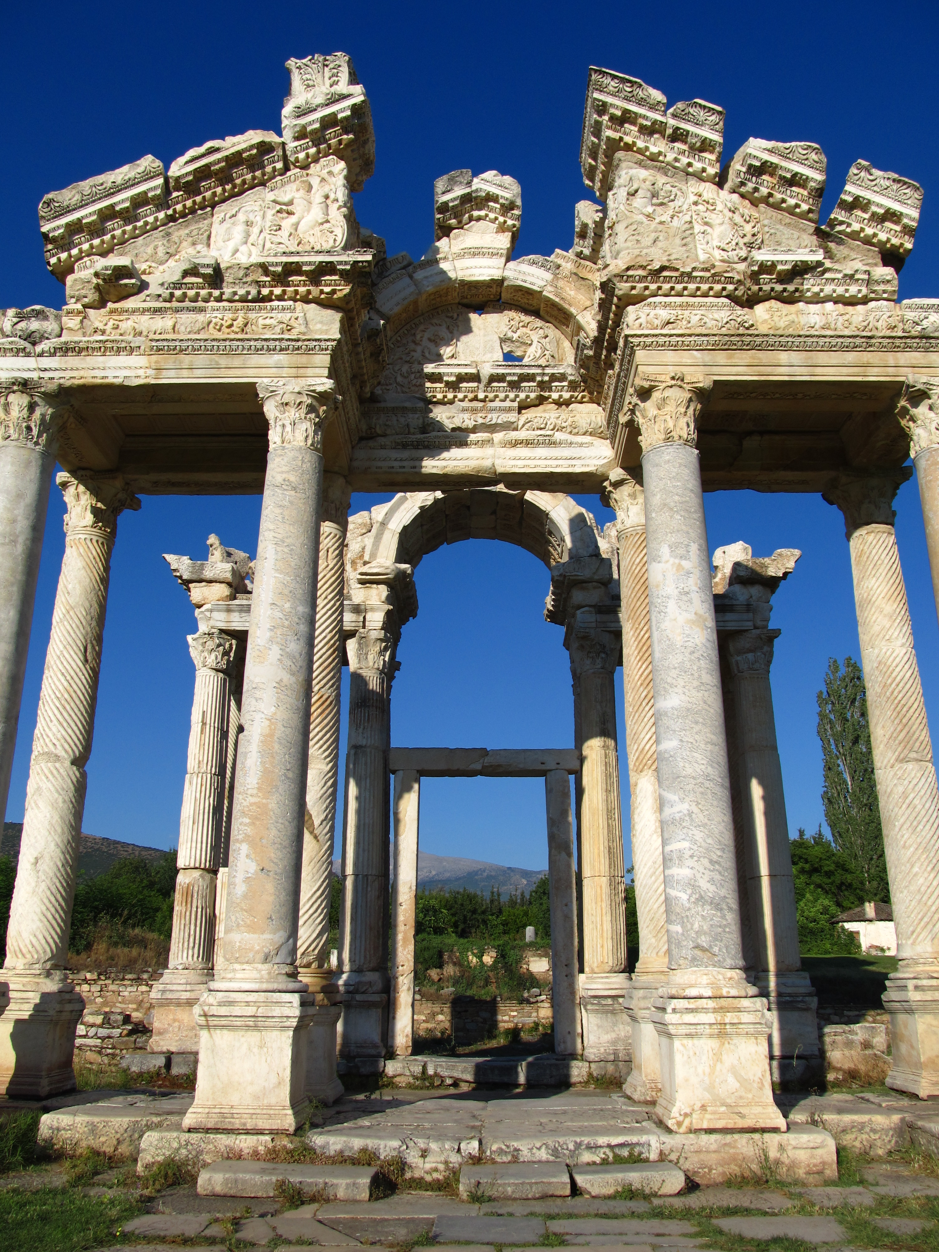 File:Aphrodisias temple of aphrodite.JPG - Wikimedia Commons