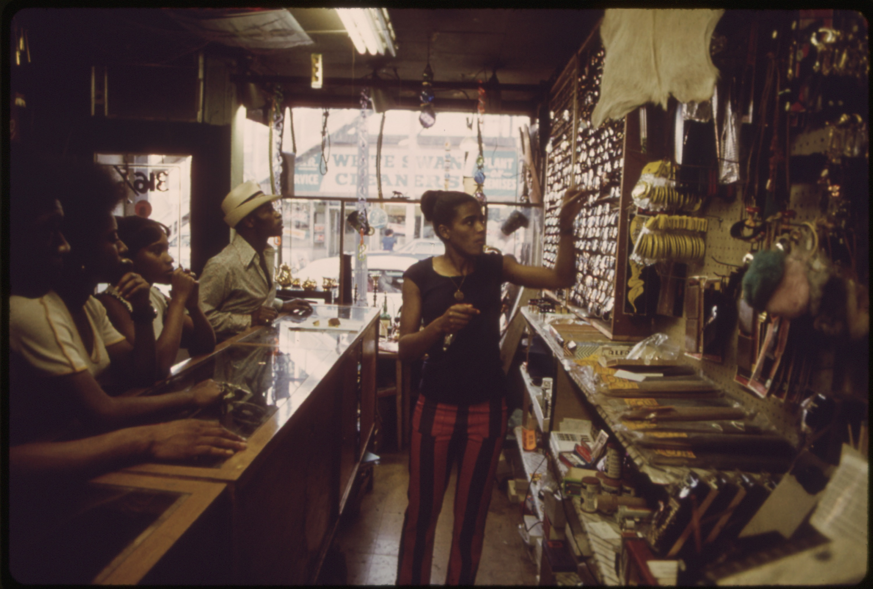 File:BLACK OWNED BUSINESS ON CHICAGO'S SOUTH SIDE. THE CITY IS ...