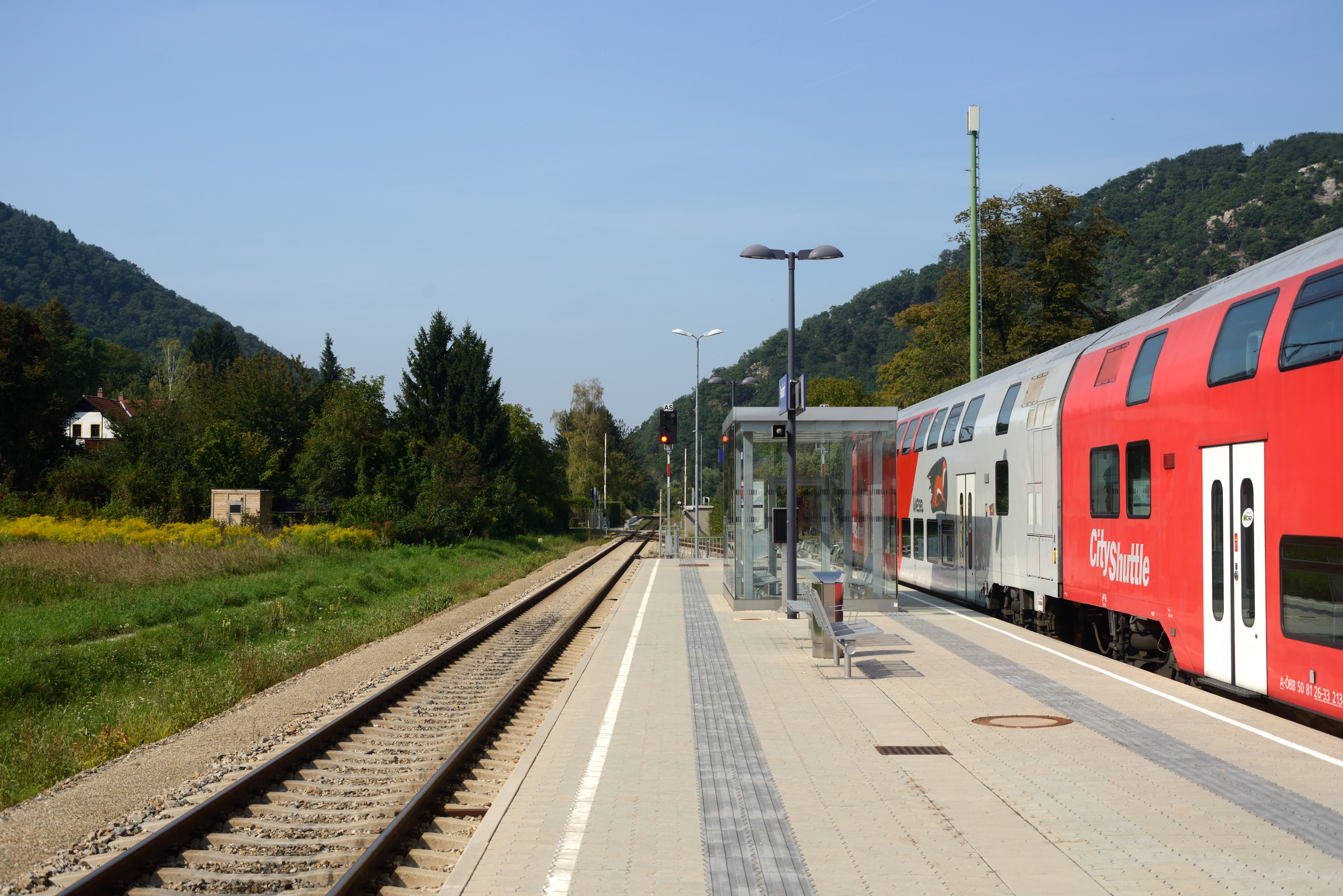 File Bahnhof Paudorf Bahnsteig 001 Jpg Wikimedia Commons
