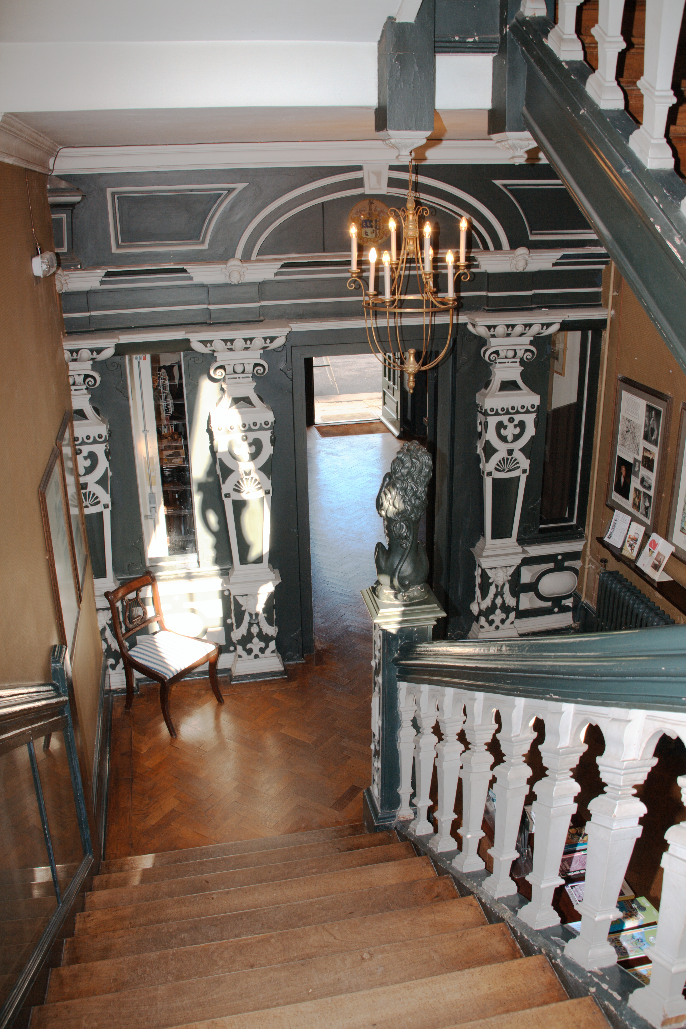 File:Boston manor house stairs 3087alt.jpg - Wikimedia Commons