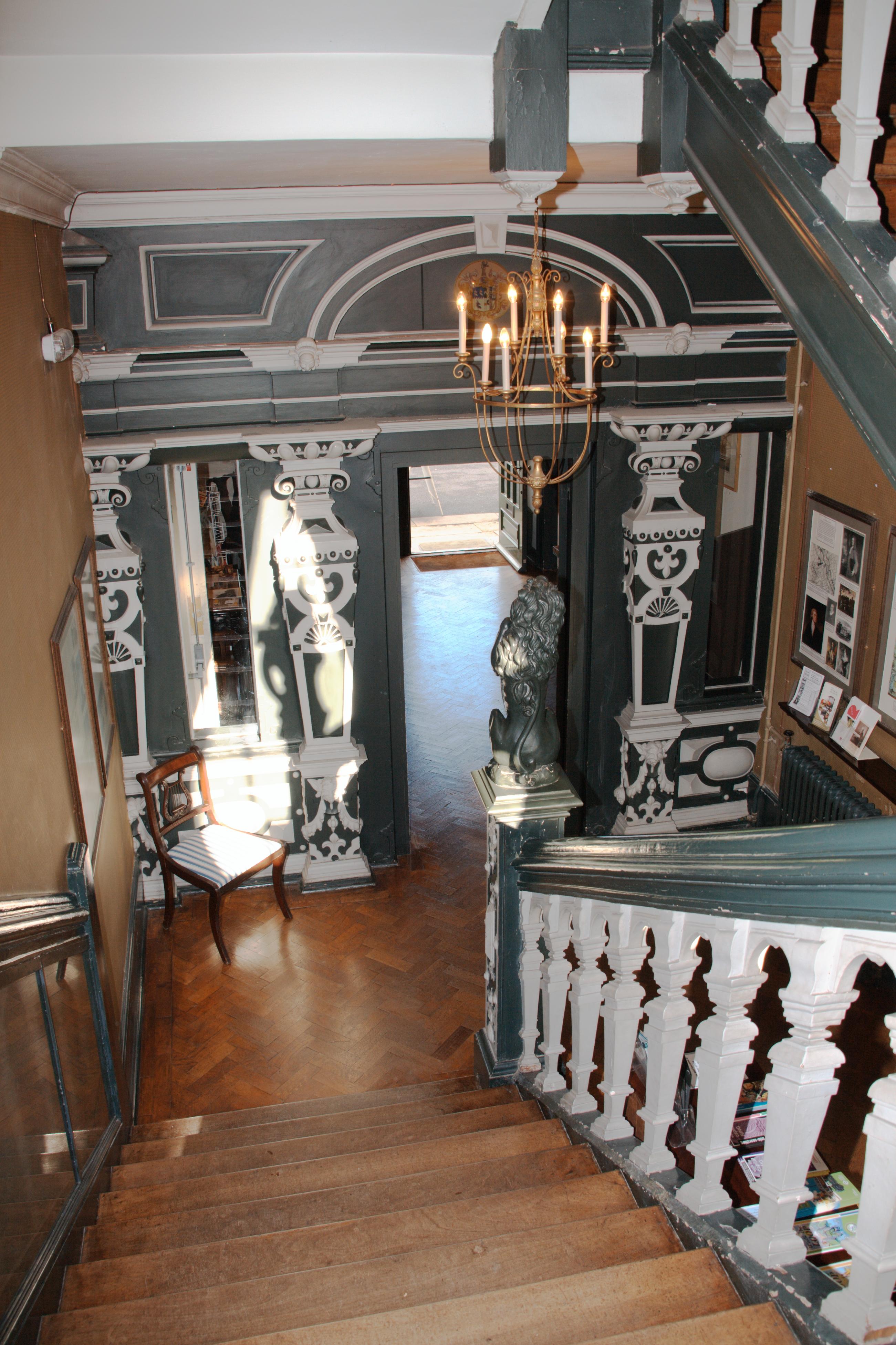 File:Boston manor house stairs 3087alt.jpg - Wikimedia Commons