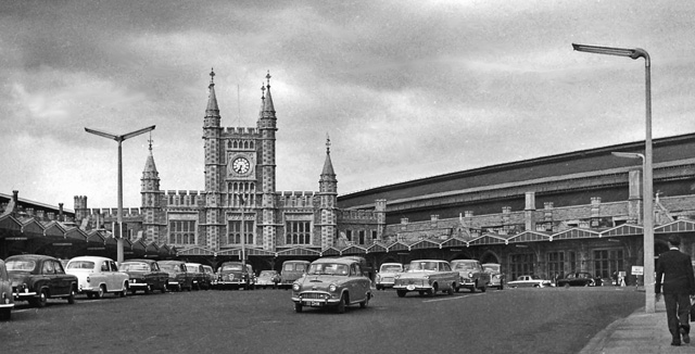 File:Bristol Temple Meads 4 Station 1909821.jpg