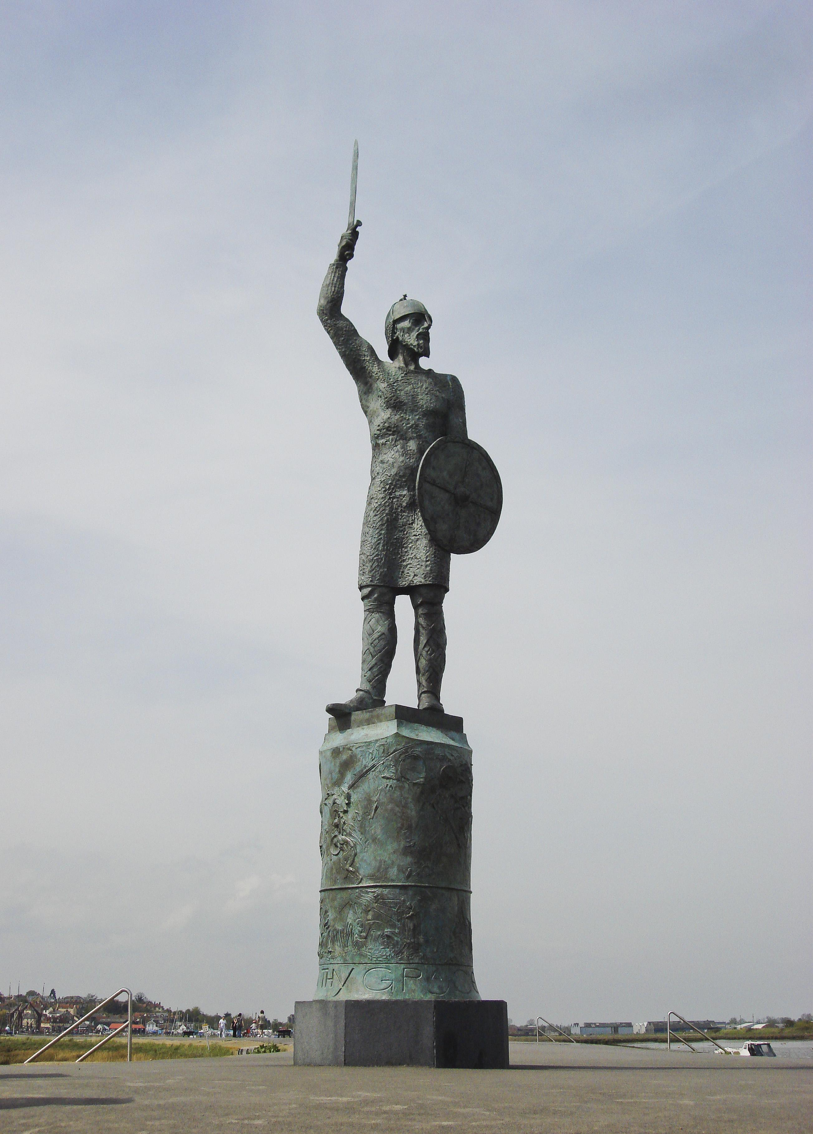 Brythnoth statue Maldon.jpg