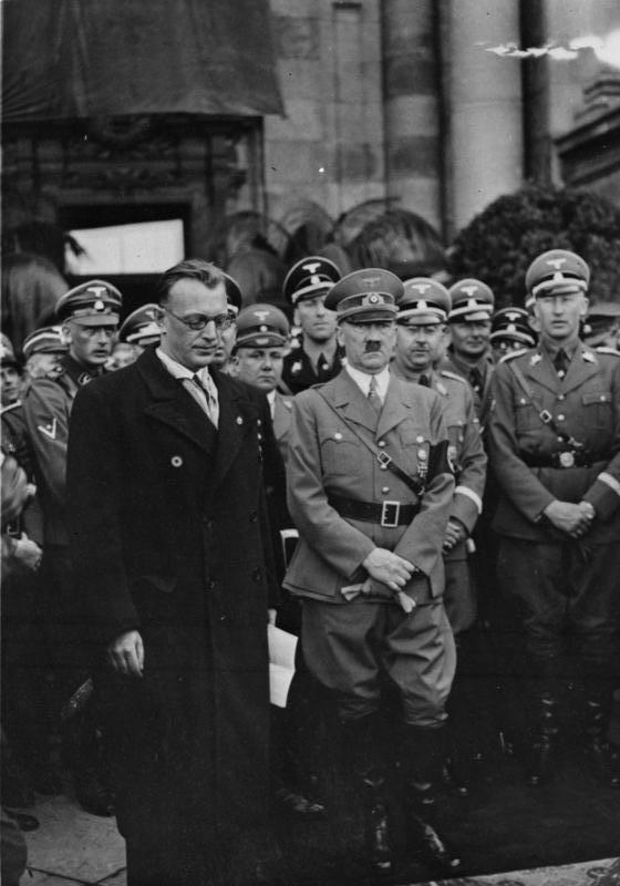 Arthur Seyss-Inquart, Adolf Hitler y Reinhard Heydrich