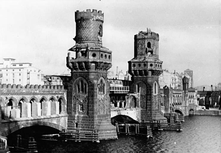 Bundesarchiv Bild 183-S92720, Berlin, Oberbaumbrücke, beschädigt