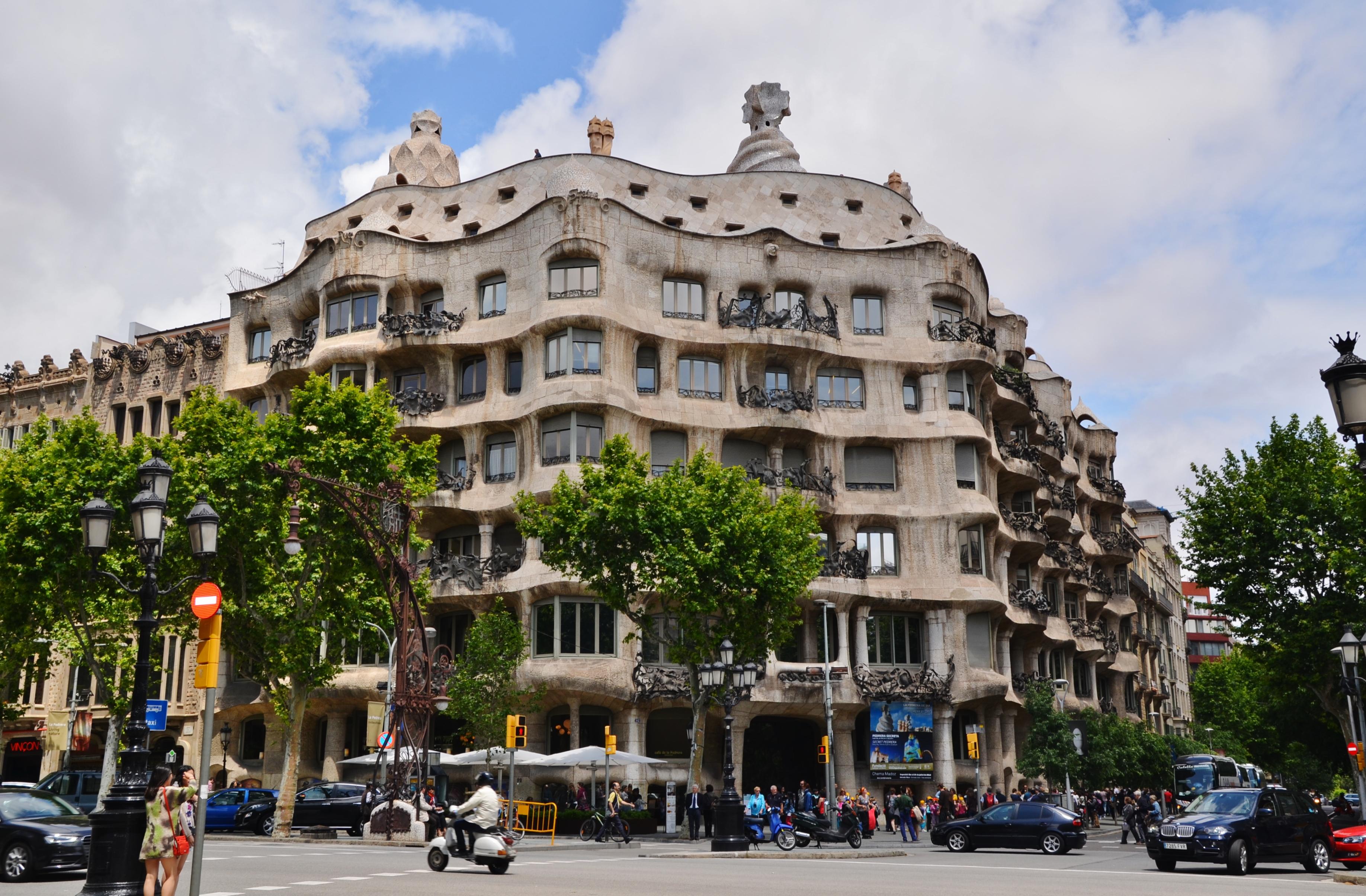 Kasa mila wikiwand - Casa de madrid en barcelona ...