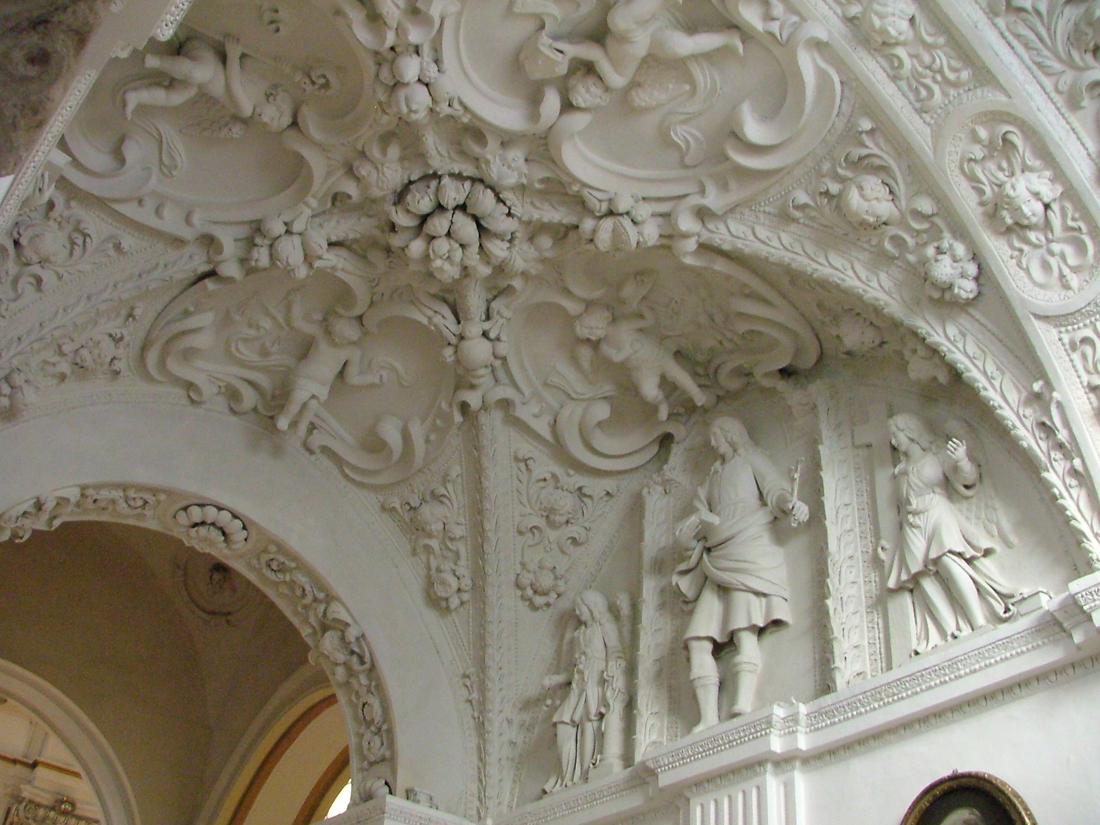 File:Cattedrale - stucchi settecenteschi.JPG - Wikimedia Commons