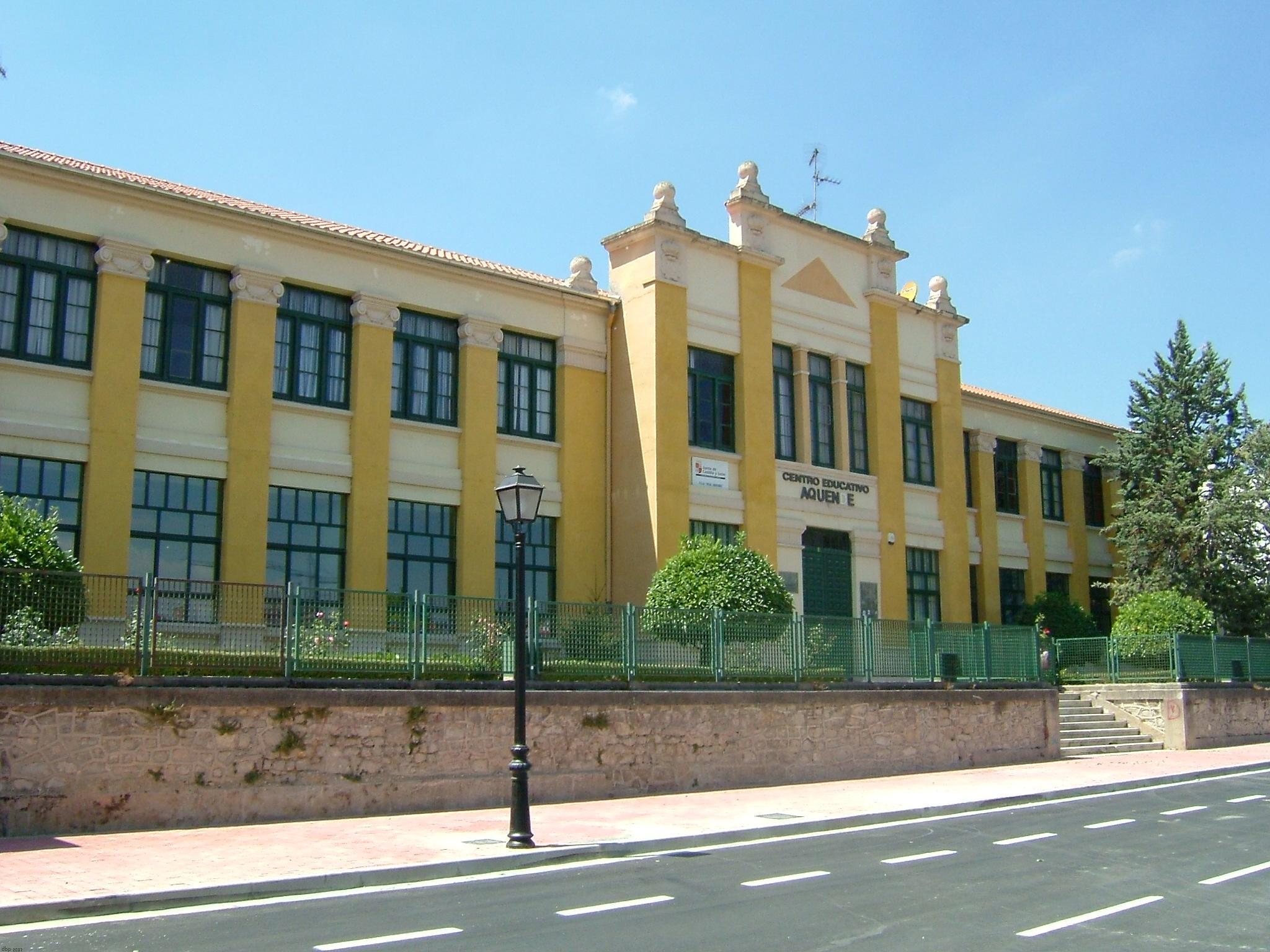 File Colegio Aquende Jpg Wikimedia Commons
