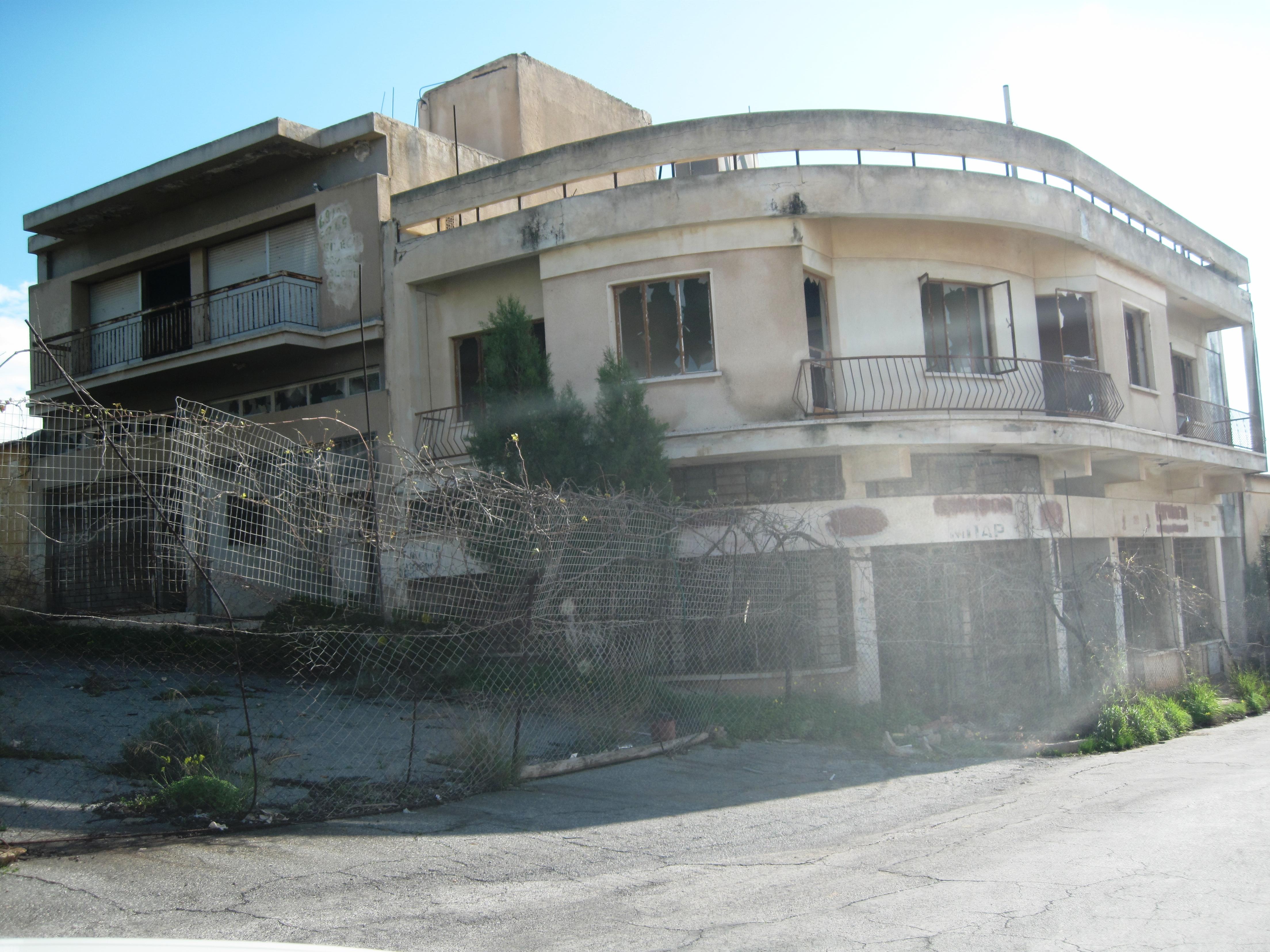 https://upload.wikimedia.org/wikipedia/commons/4/4b/Cyprus_-_Famagusta_Varosha_03.JPG