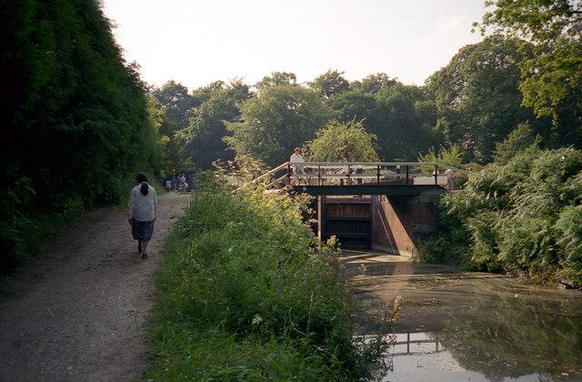 Deepcut Lock No 28, Basingstoke Canal - geograph.org.uk - 791698