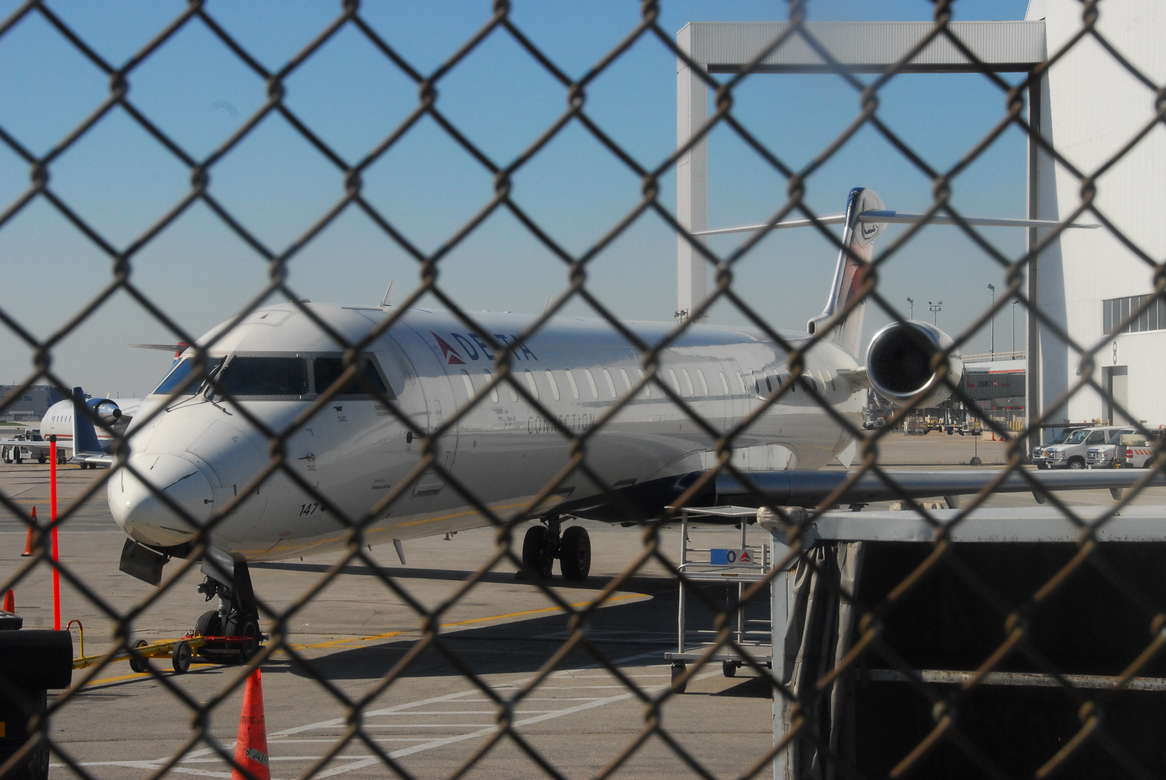 File:Delta Connection (Pinnacle Airlines) Bombardier CRJ-900 (CL-600 ...